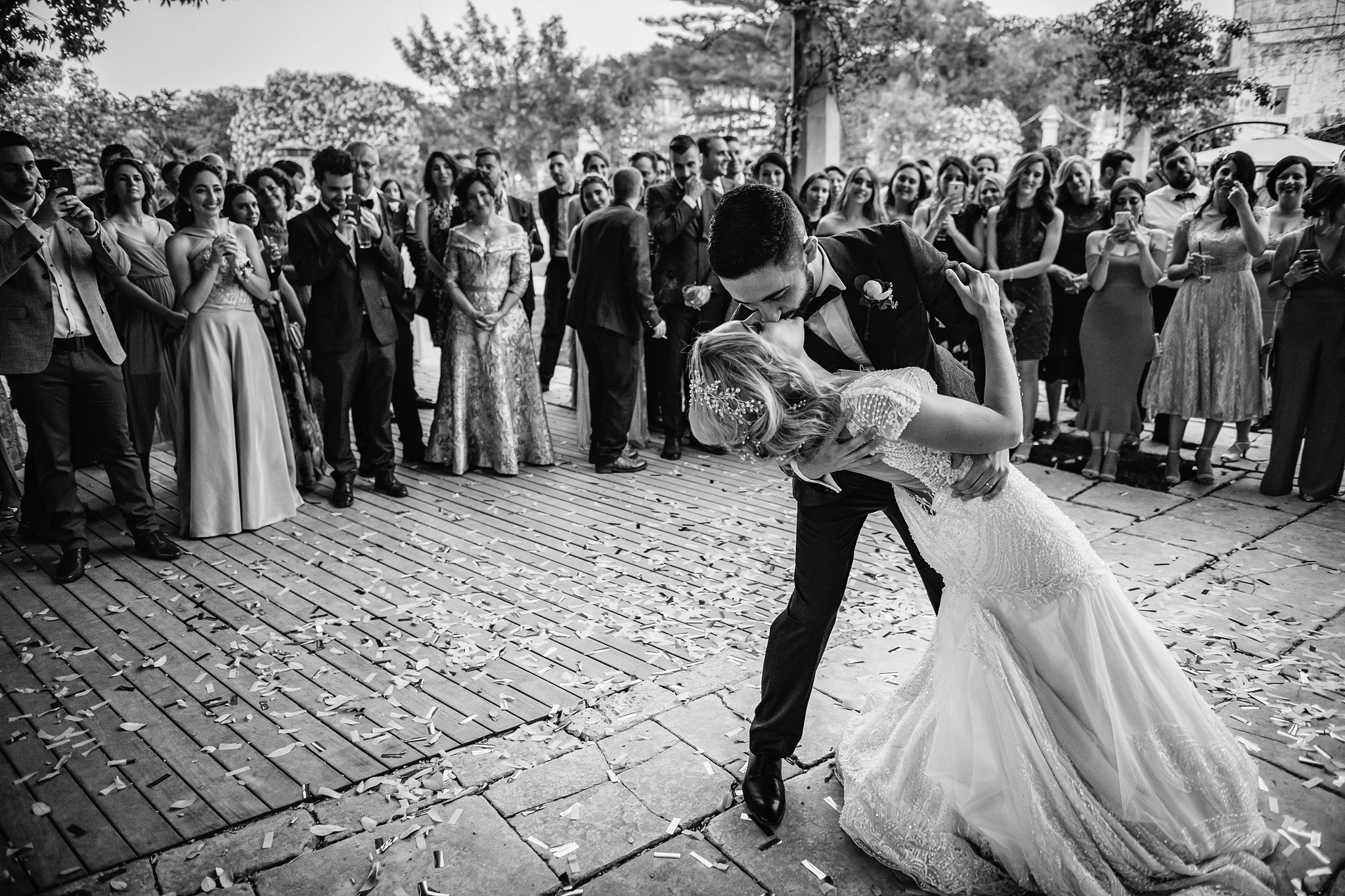 Couple doing the dip - photographed by Shane P. Watts - Arkansas wedding photographers