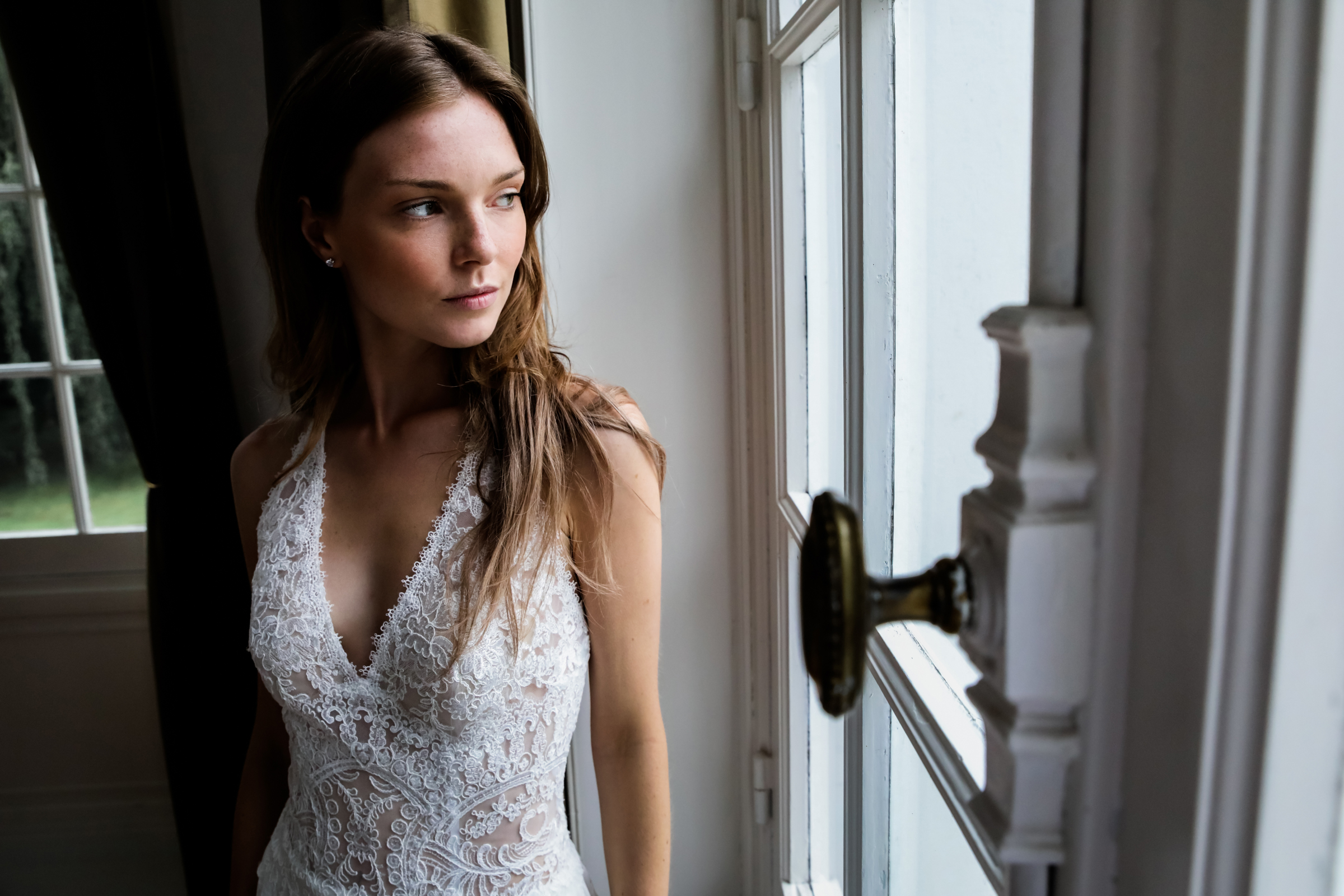 bride-in-window-light-julien-laurent-georges