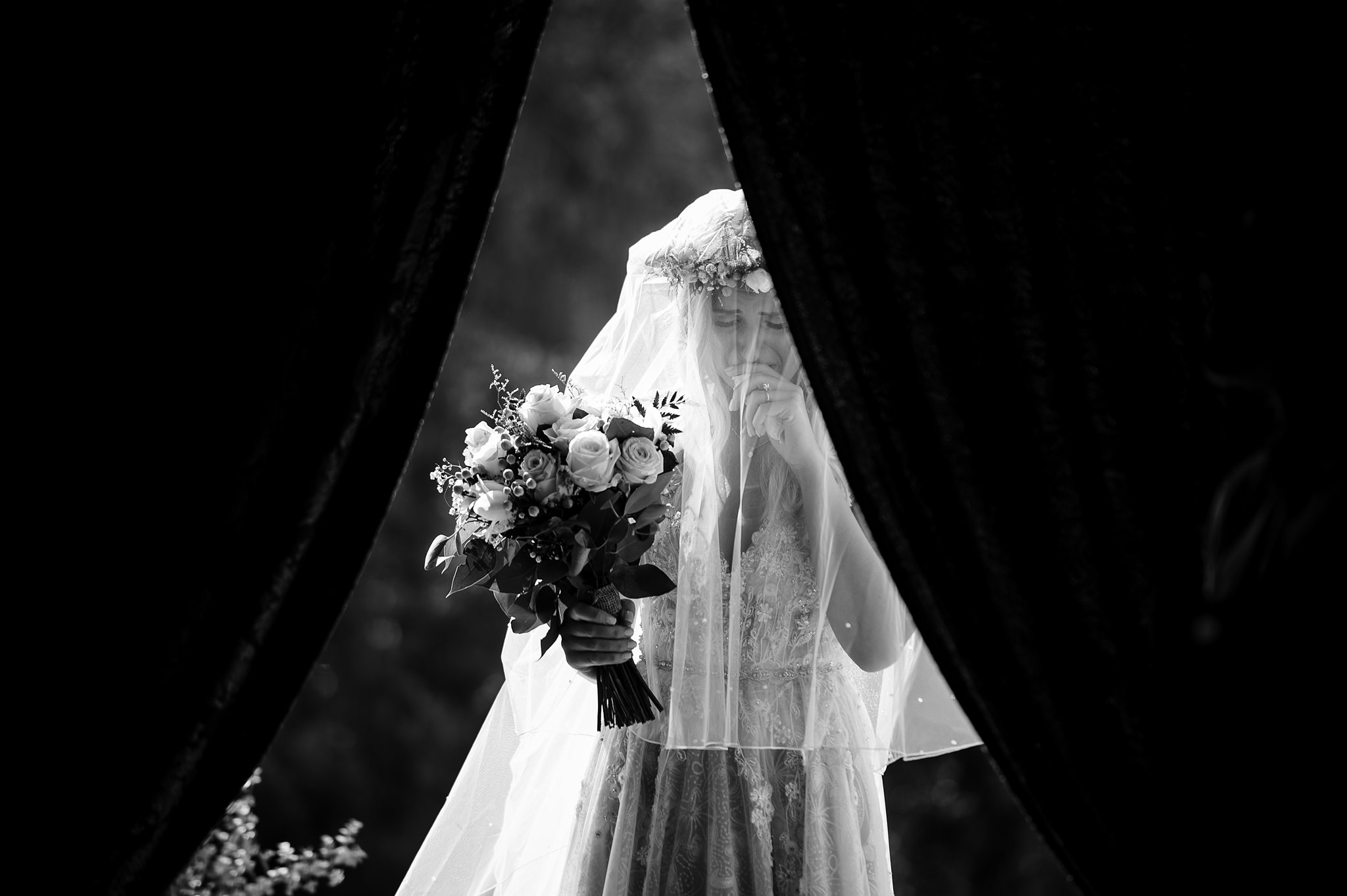 bride-joyfully-seeing-groom-for-the-first-time-photo-by-shane-p-watts-photography