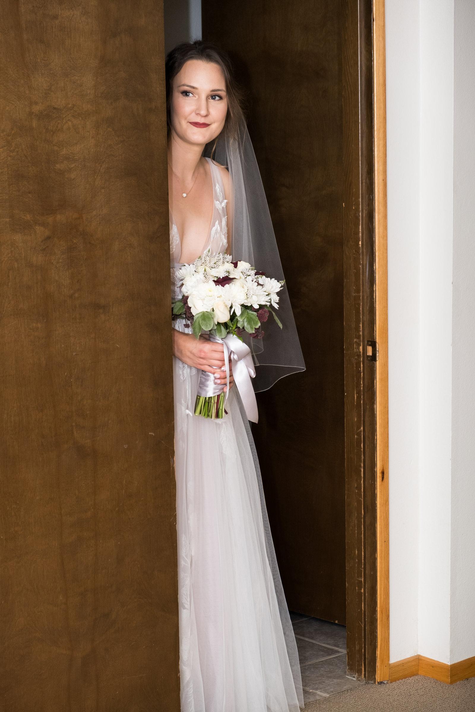 bride-peers-from-doorway-barbie-hull-photography