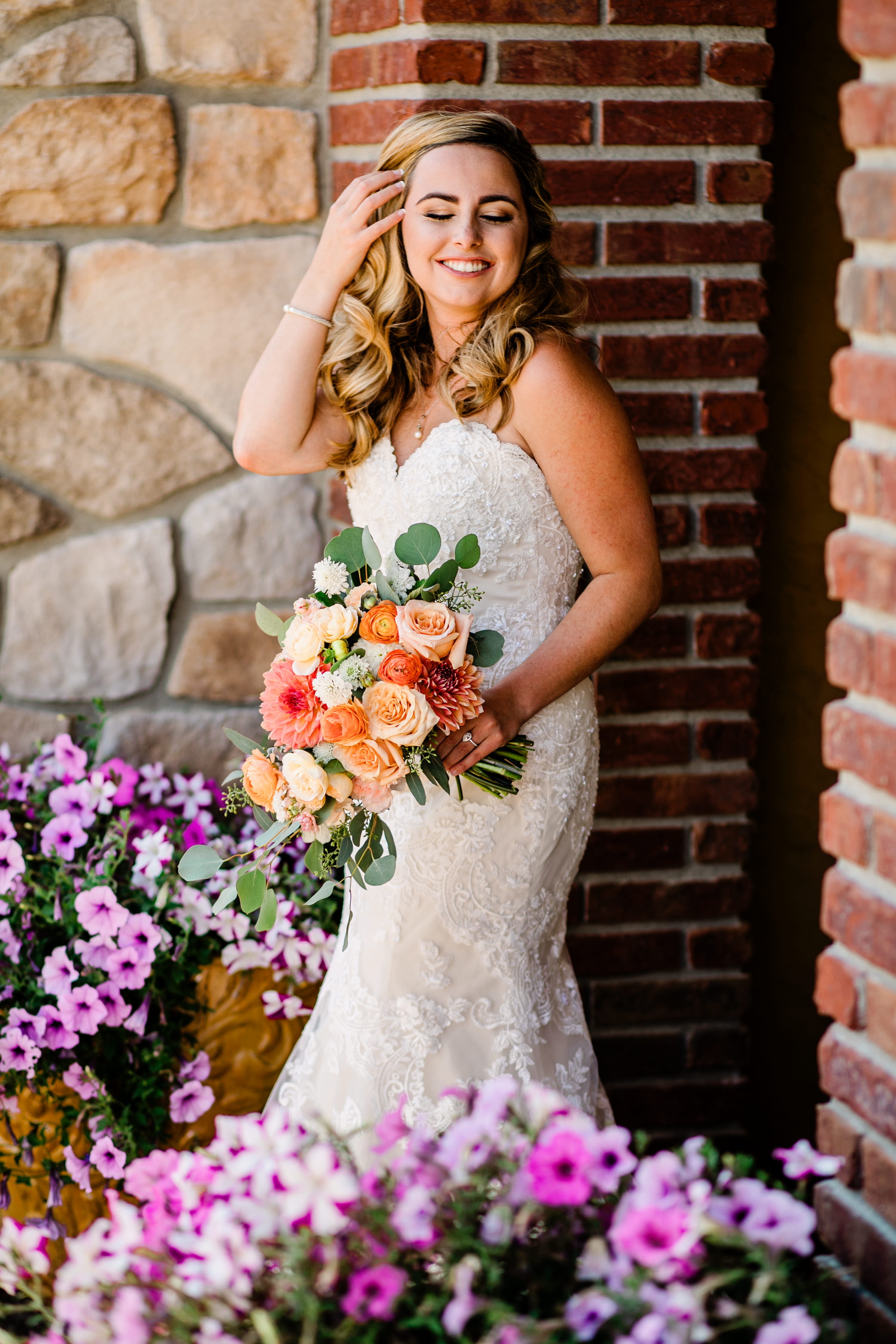 bride-with-bouquet-in-glamorous-pose-alante-photography