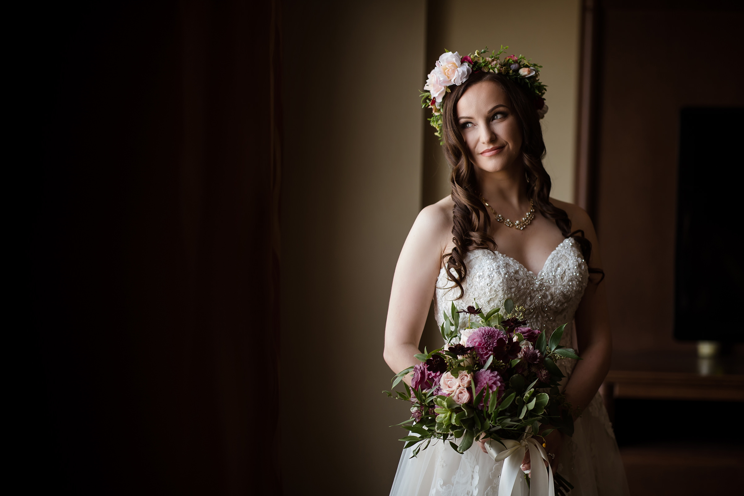 Bride with floral hairpiece and bouquet - David and Sherry Photography