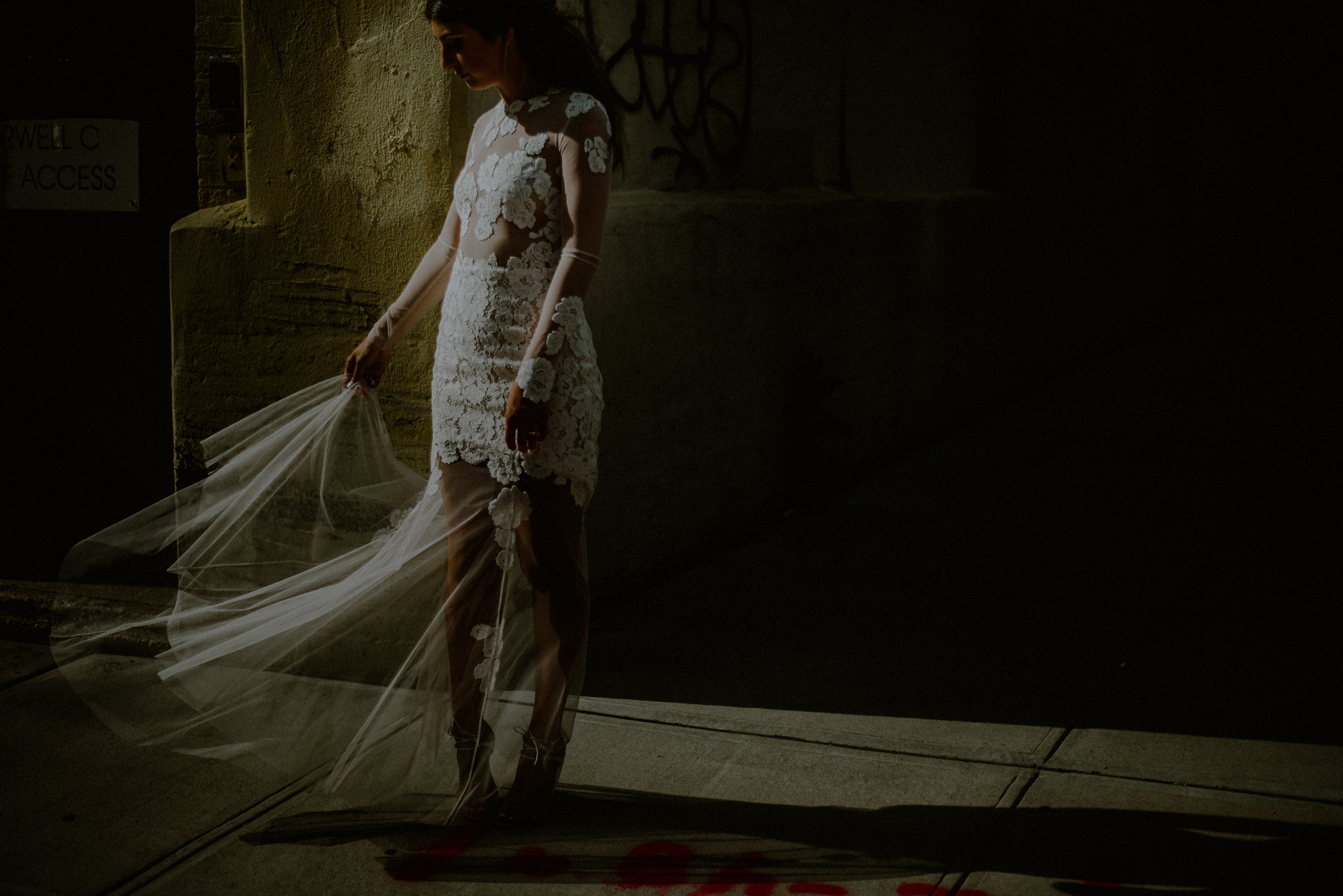 bride-with-veil-in-shadow-carolina-rivera-photography