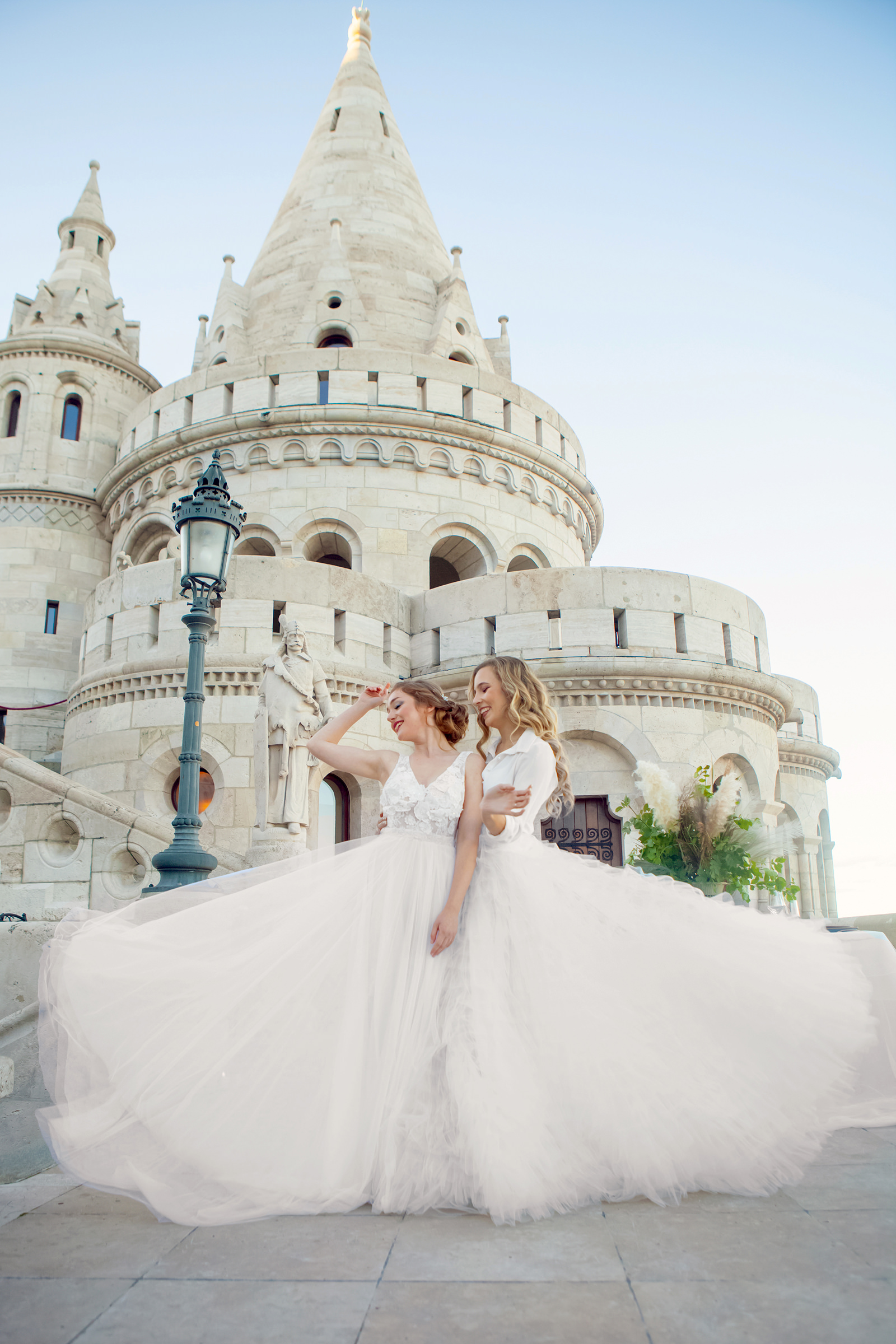 brides-at-the-fishermans-bastion-photo-by-tunde-koncsol