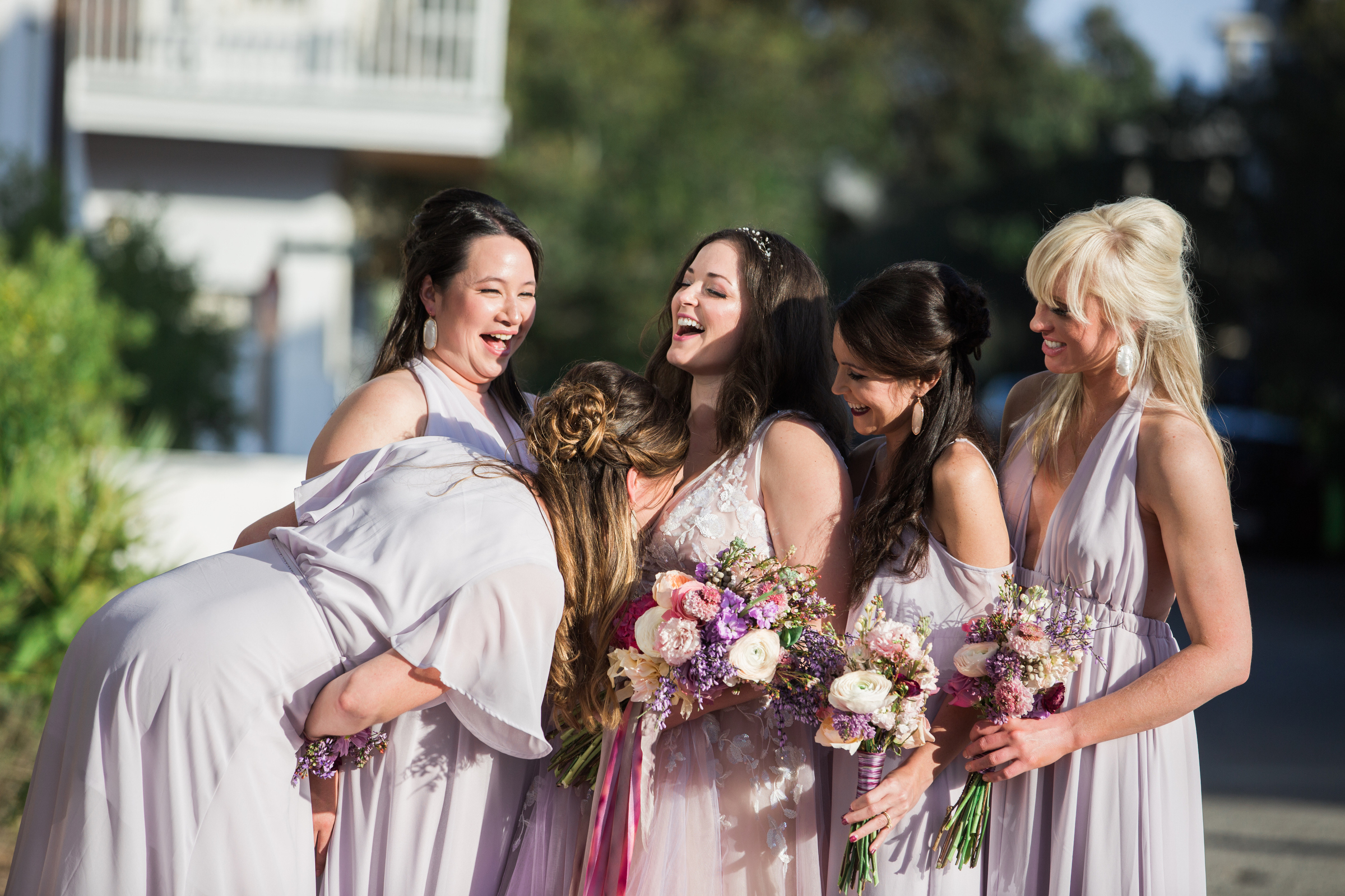 bridesmaids-playing-around-modernmade-weddings