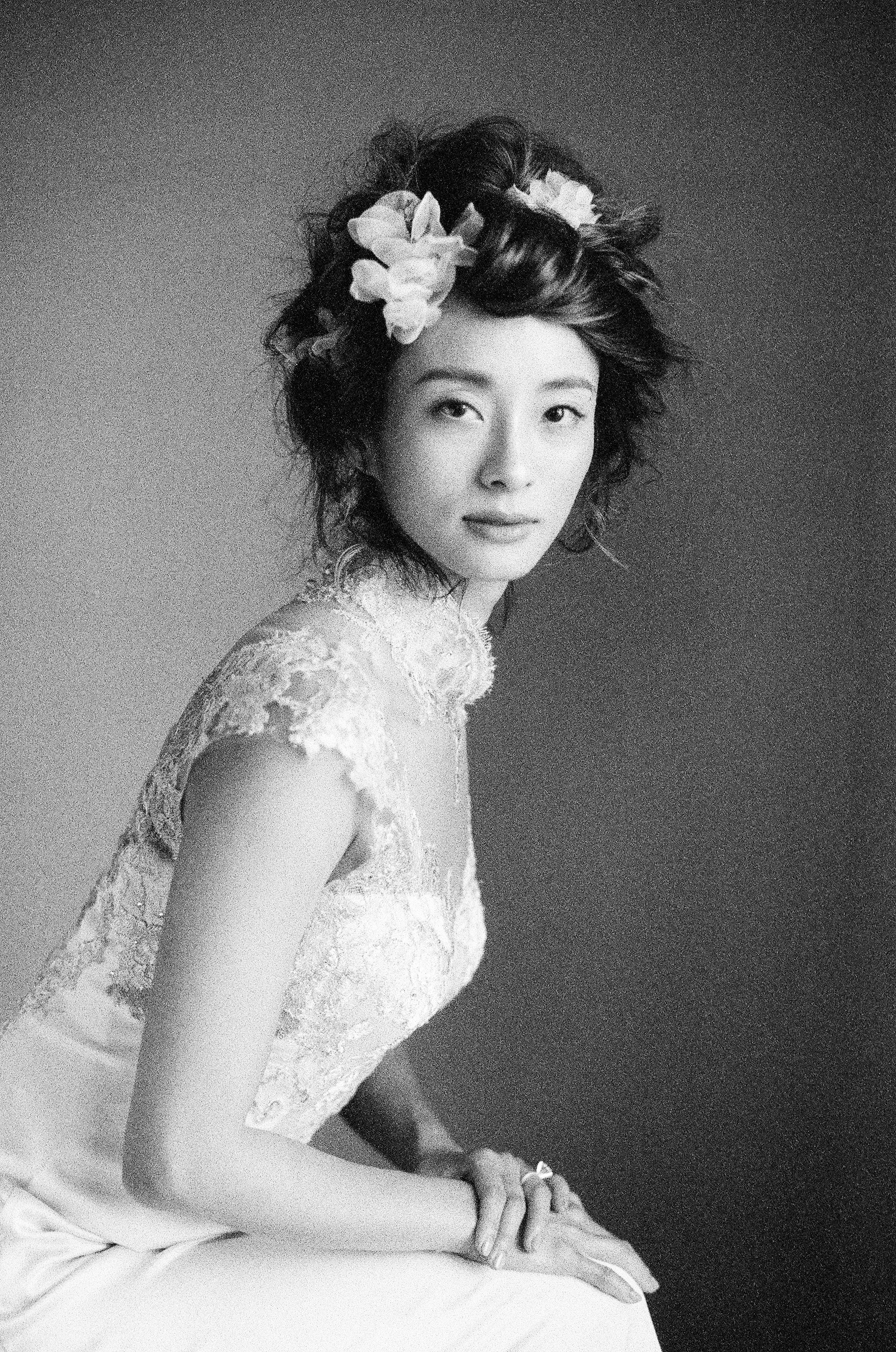 Black and white photo of a Chinese bride with floral headpiece by Jen Huang, Santa Barbara