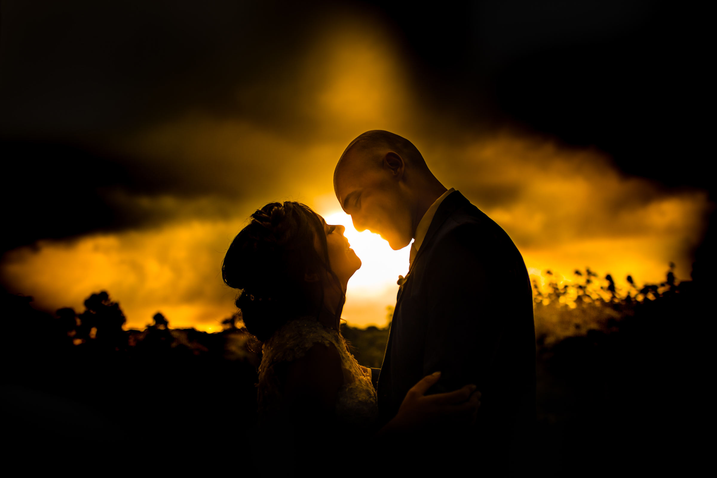 couple-getting-ready-to-kiss-against-golden-sunset-photo-by-area-da-fotografia-brazil