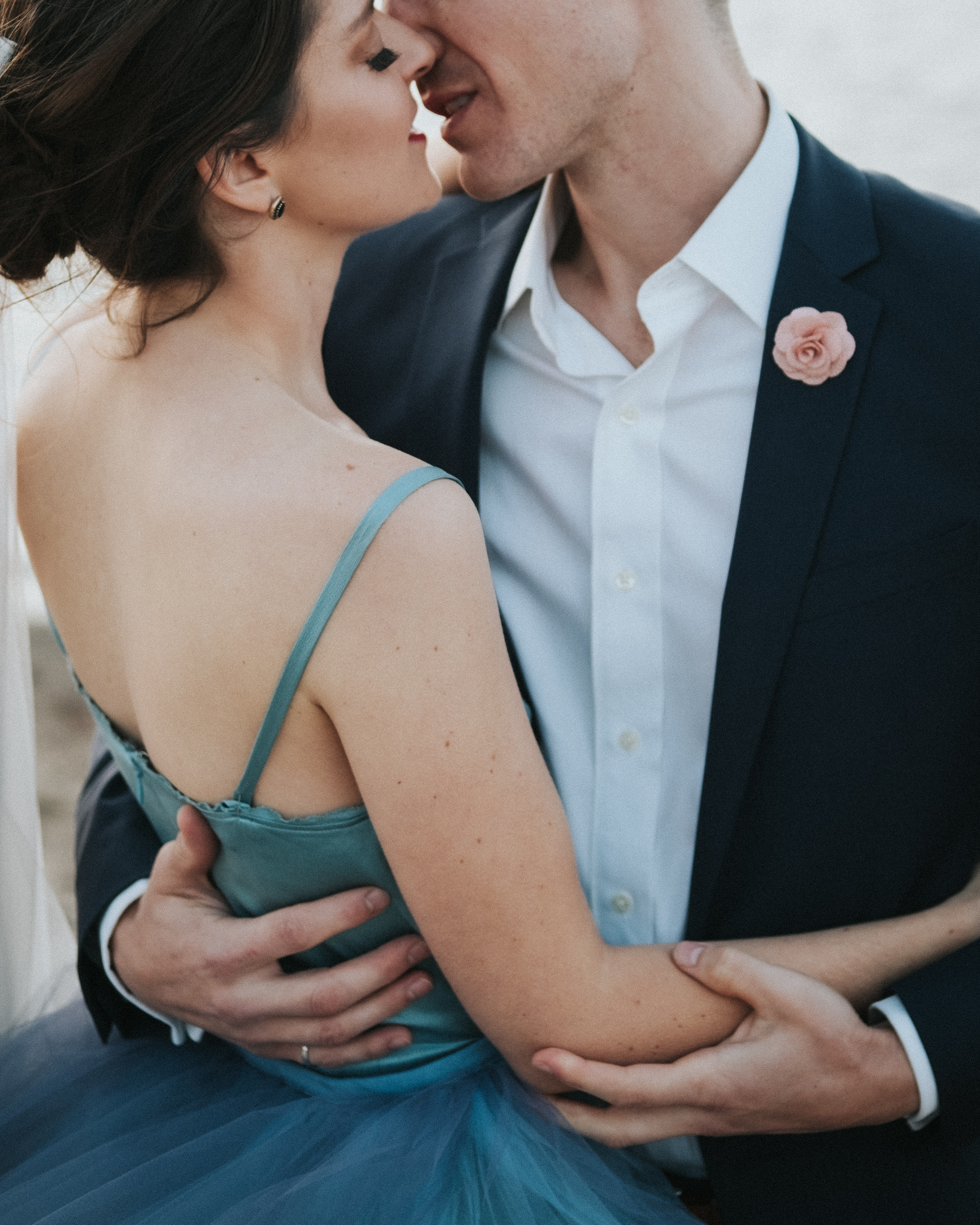 Couple's intimate kiss on the dance floor photographed by Joel and Justyna - Ottawa wedding photographers