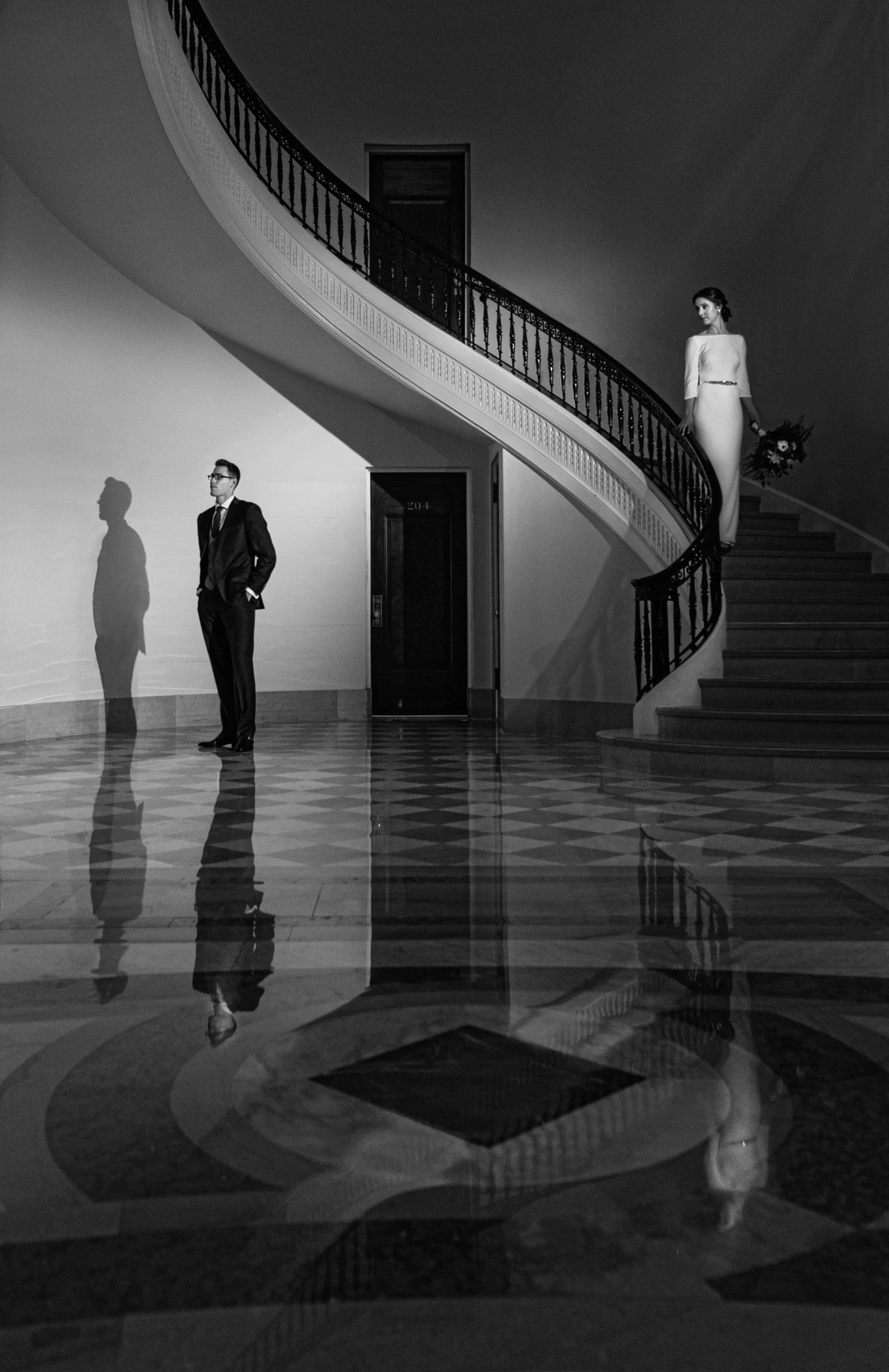 elegant-bride-descending-staircase-photography-by-steve-jane