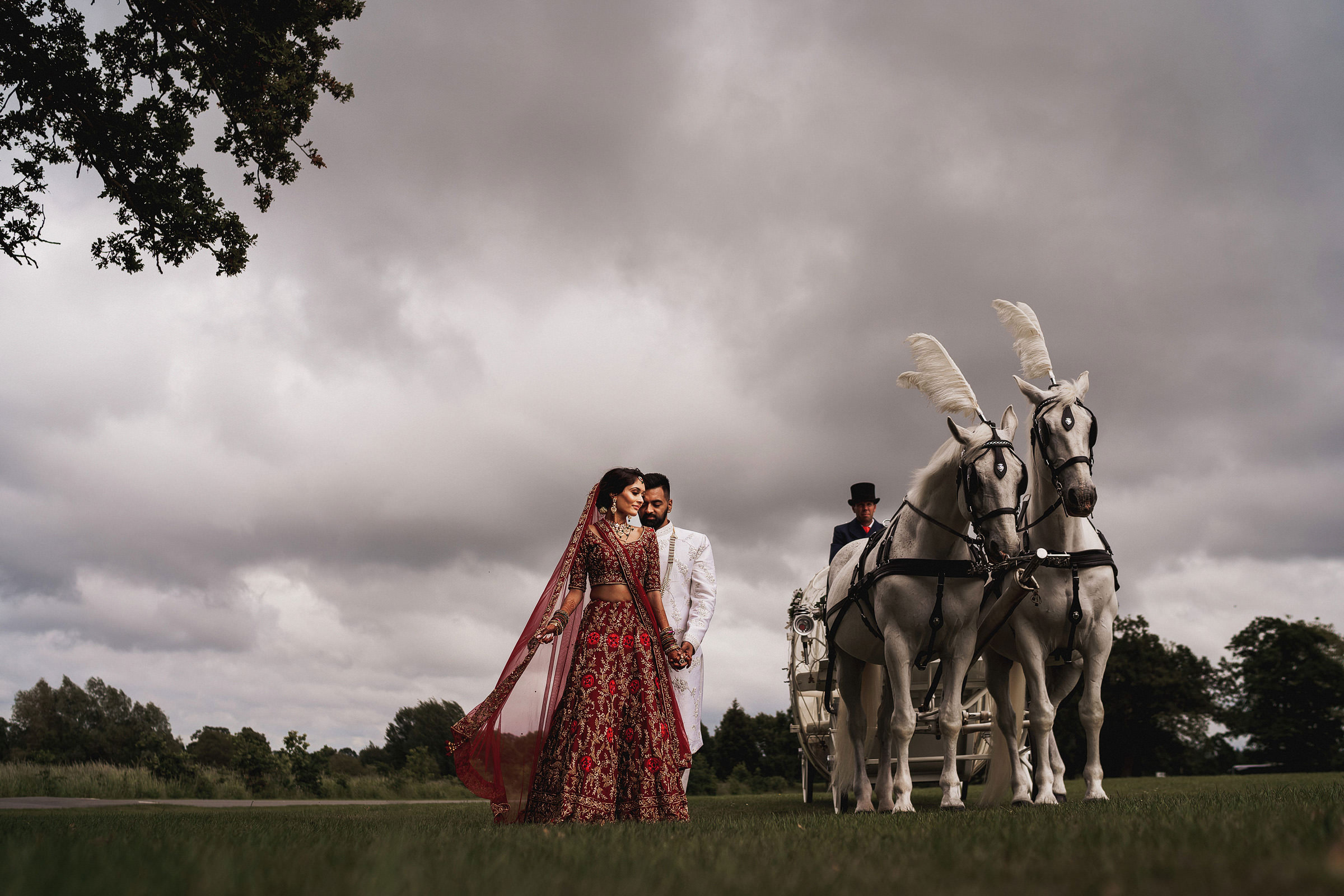 Elegant Indian couple with decorated white horses - photo by f5