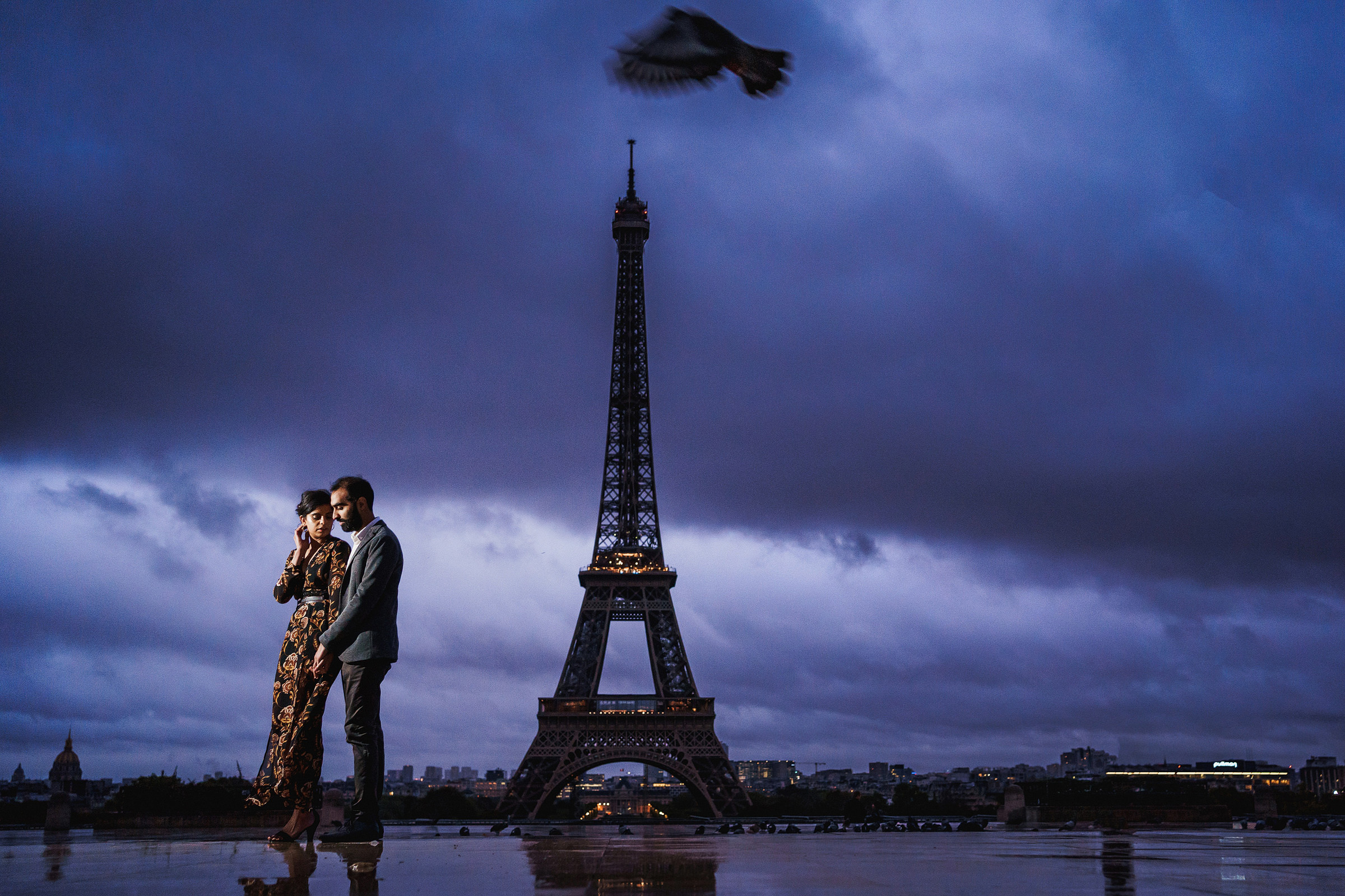 Engagement portrait at Eiffel Tower on cloudy eveining by Rahul Khona F5 - London