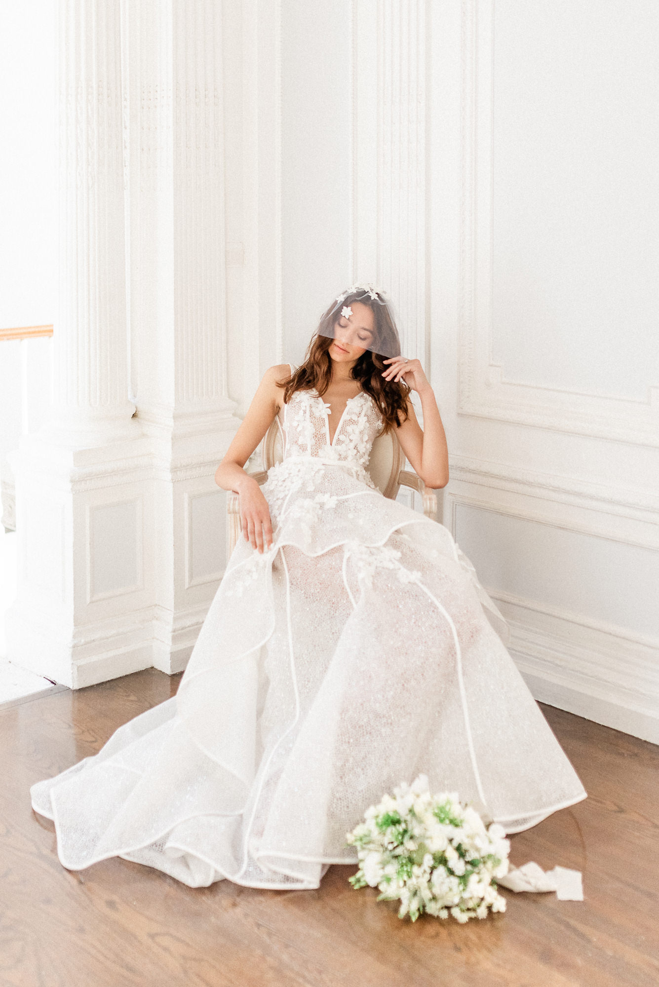 fashion-bride-rests-instructure-lace-gown-worlds-best-wedding-photos-gianluca-adovasio-italy-wedding-photographers