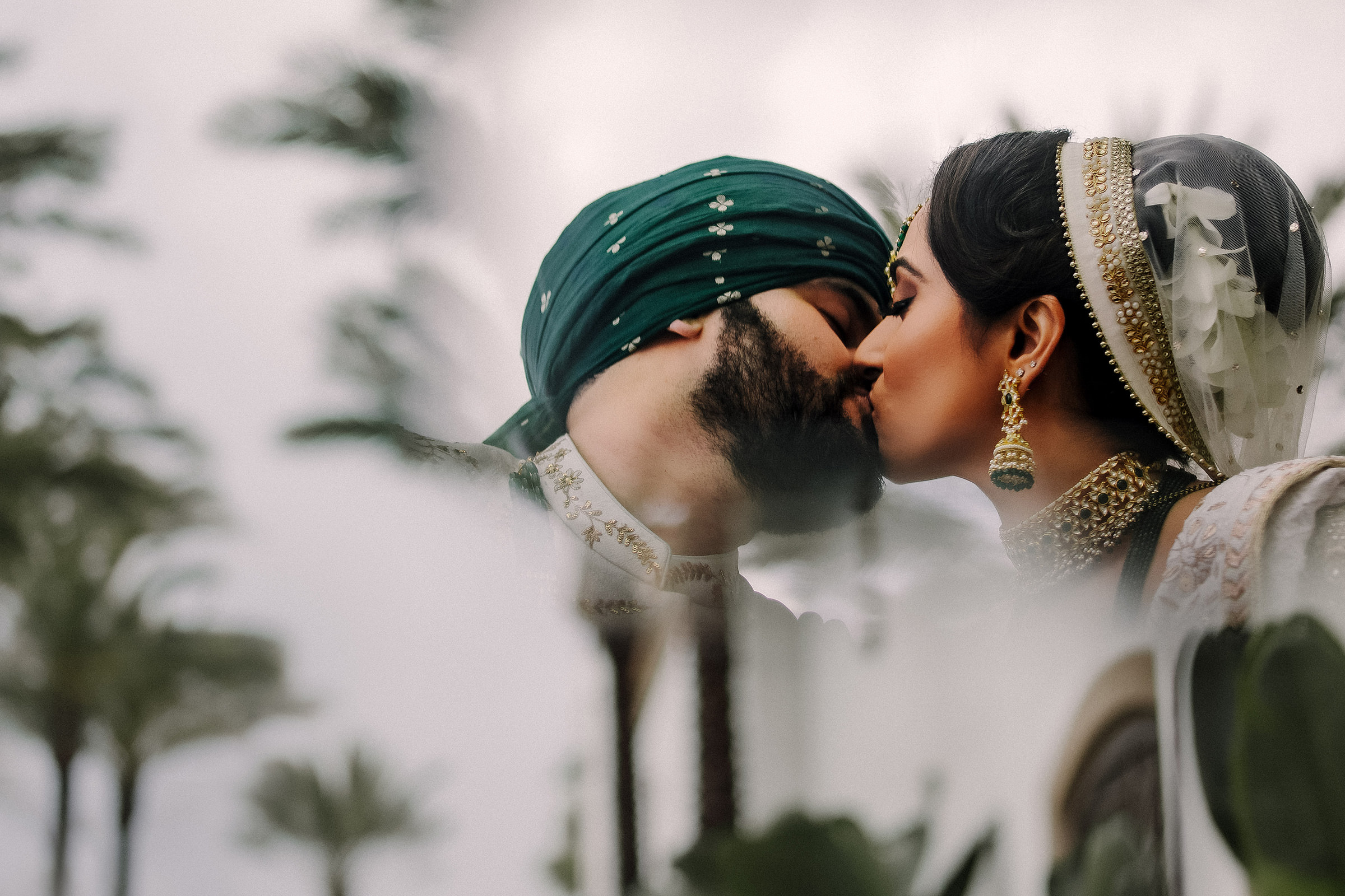 featured-groom-and-bride-kiss-matei-horvath-photography