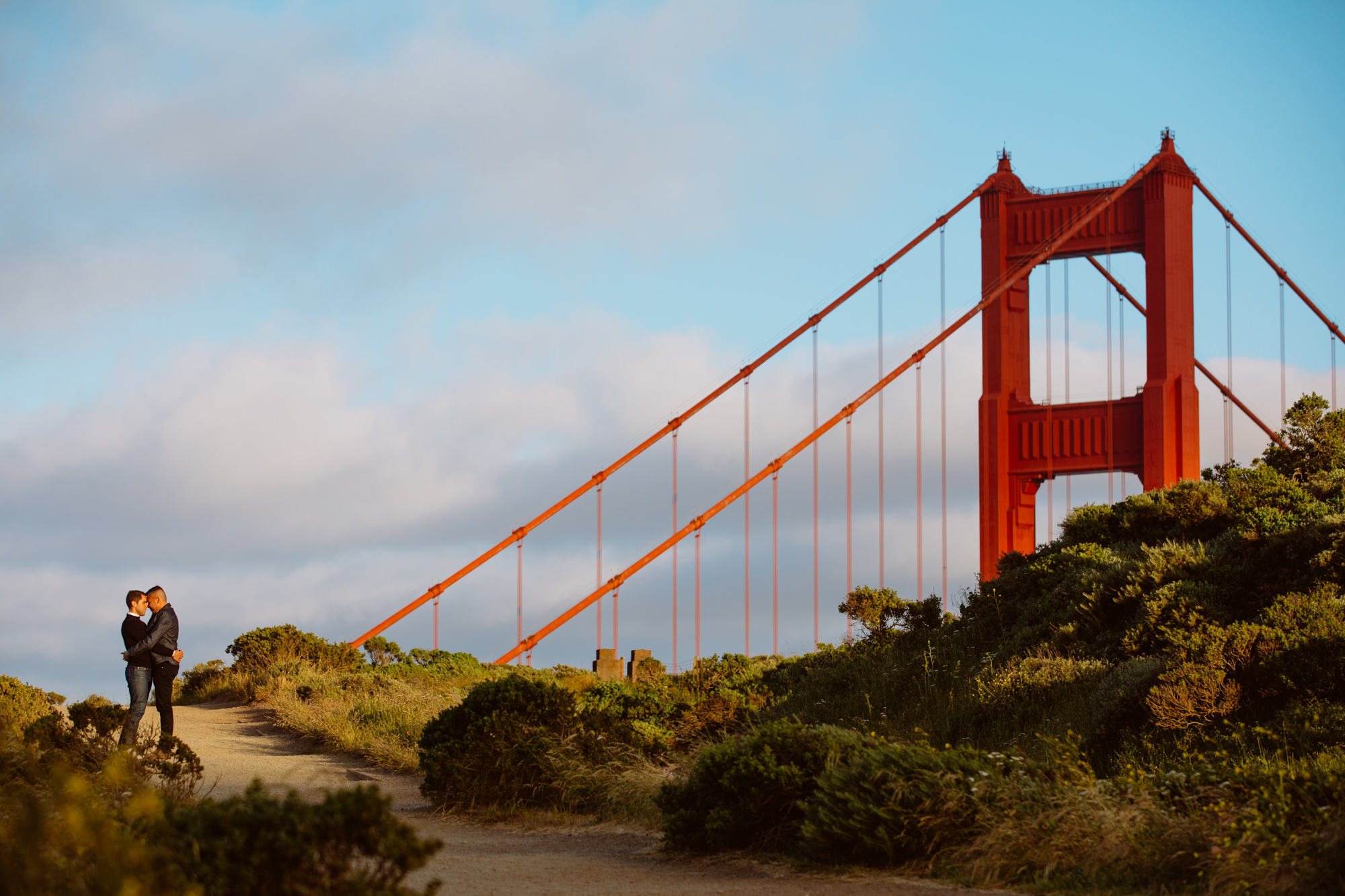 Couple kissing at the Golden Gate bridge - photographed by Jessica Hill