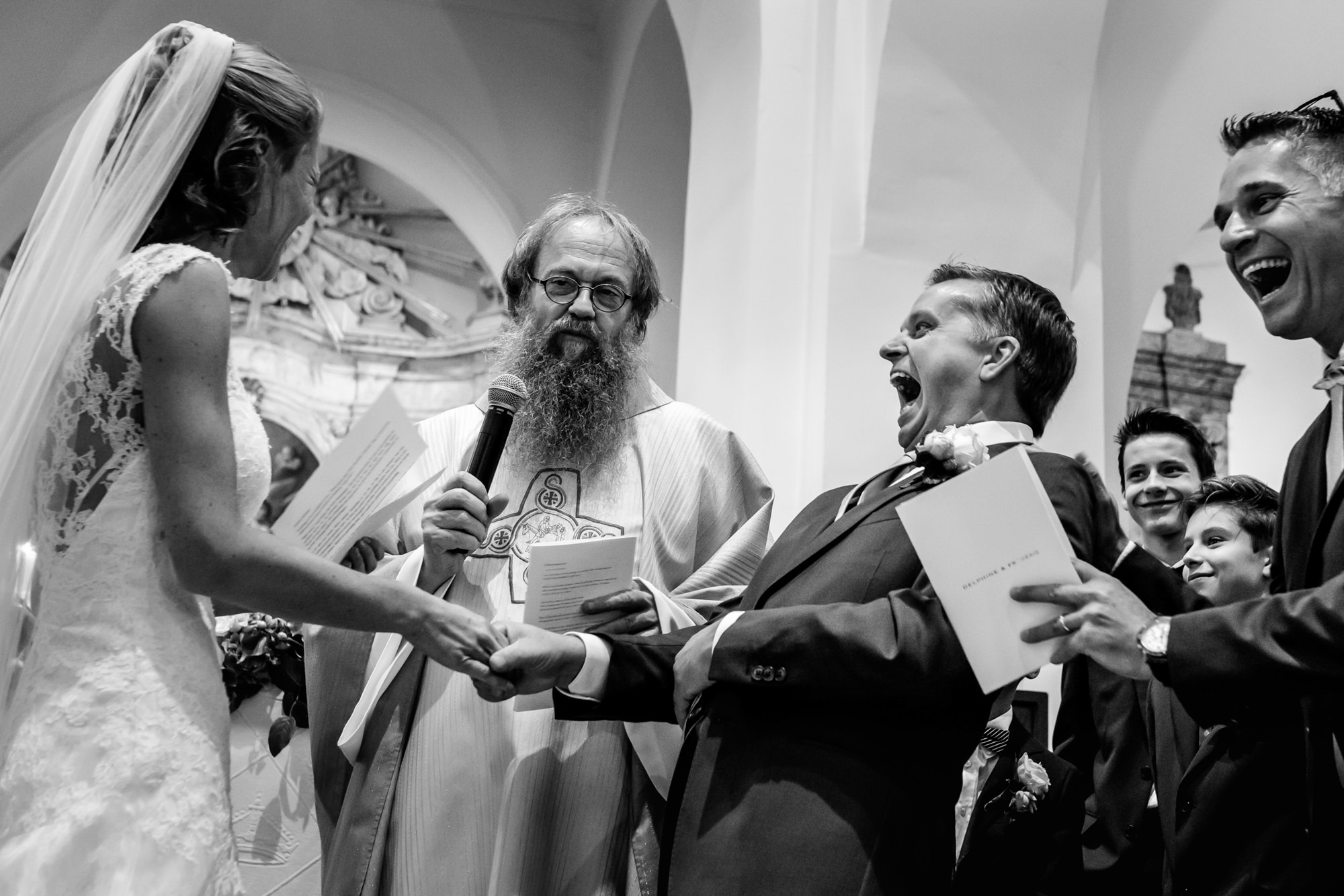 groom-laughs-uproariously-during-ceremony-philippe-swiggers-brussels-belgium-wedding-photographers