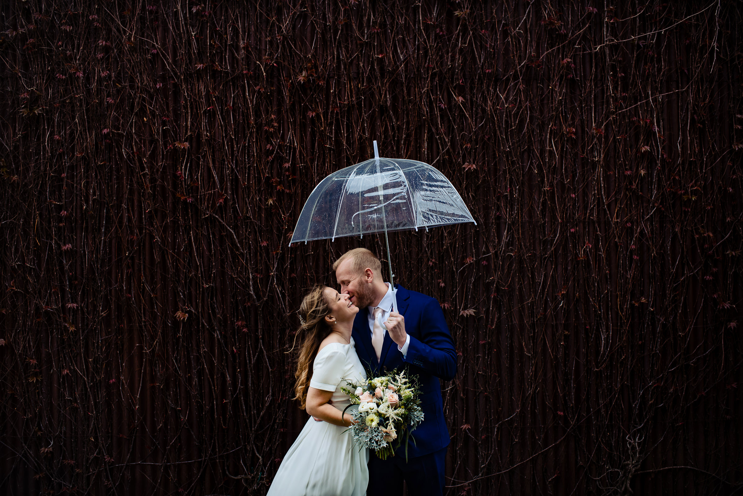 just-married-couple-laughing-under-unbrella-hannah-photography