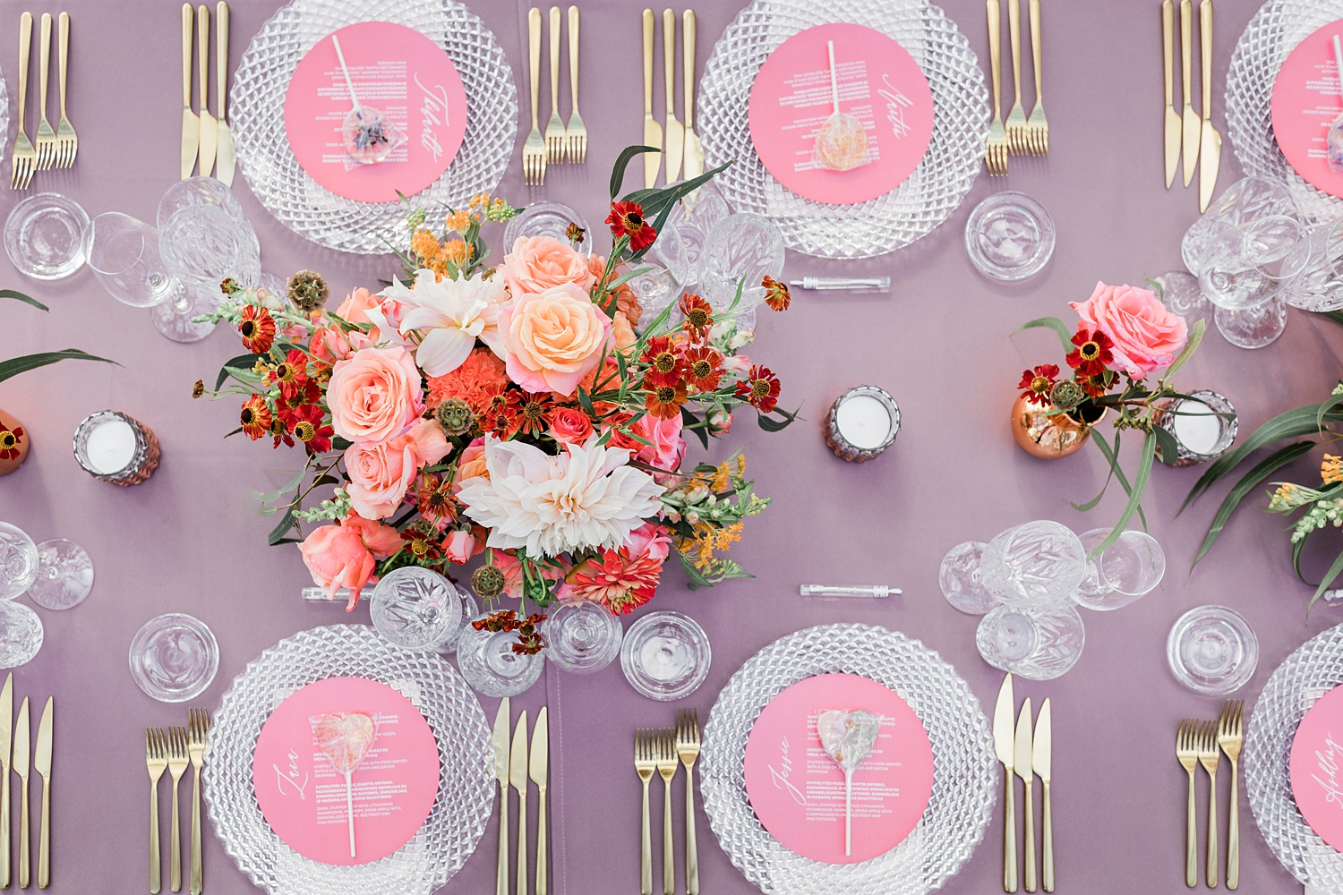 lilac-and-pink-table-setting-with-peace-rose-and-dahlia-bouquets-jurgita-lukos-photography