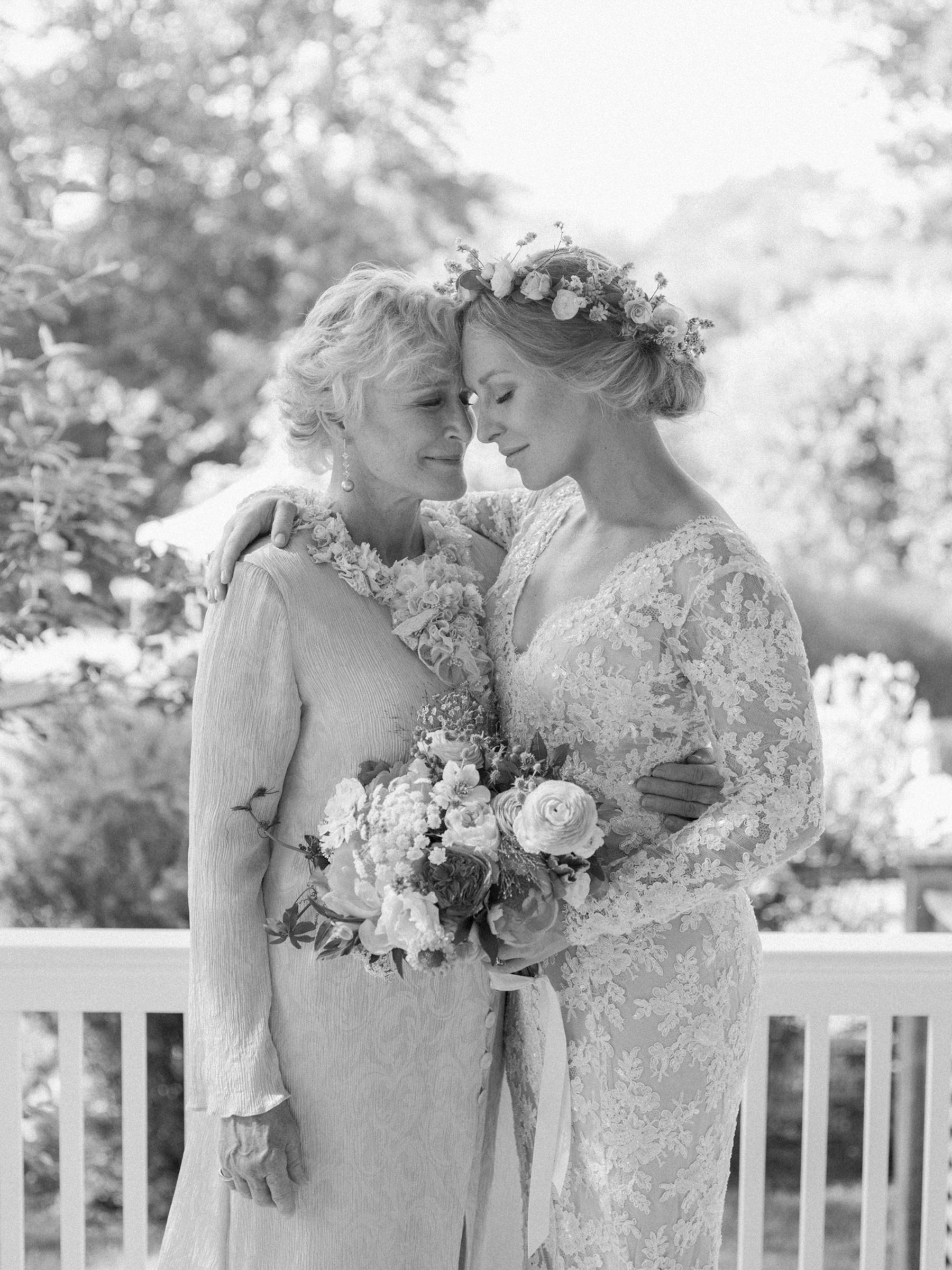 lovely-portrait-of-glenn-close-with-her-daughter-at-wedding-photo-by-corbin-gurkin-worlds-best-wedding-photos