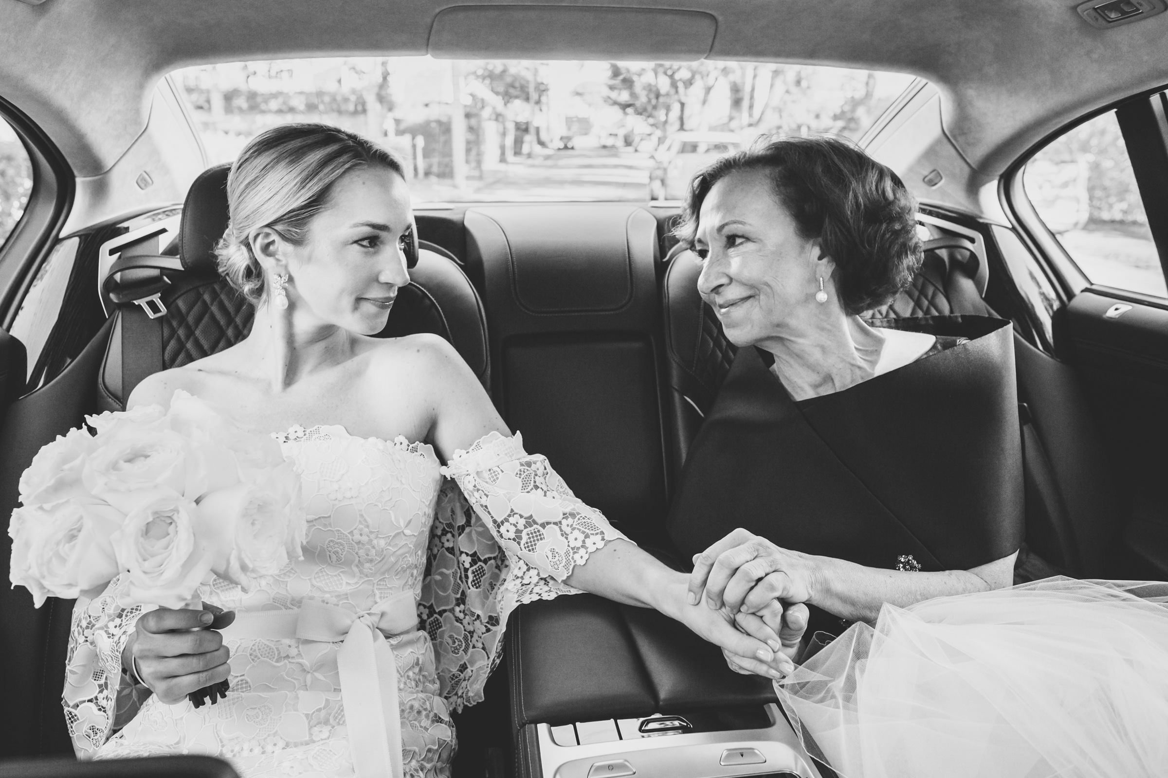 mother-and-bride-portrait-in-limo-katie-kaizer-photography