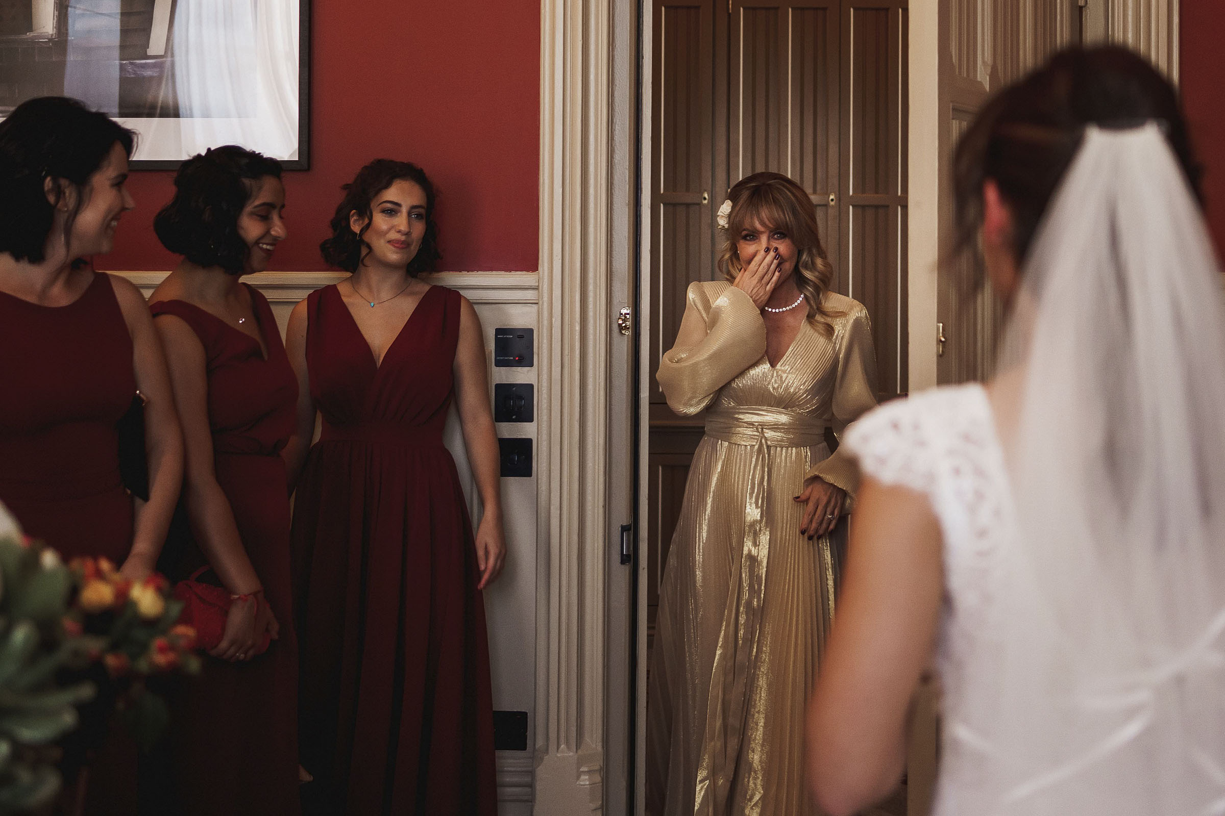 mothers-first-look-at-bride-f5-photography