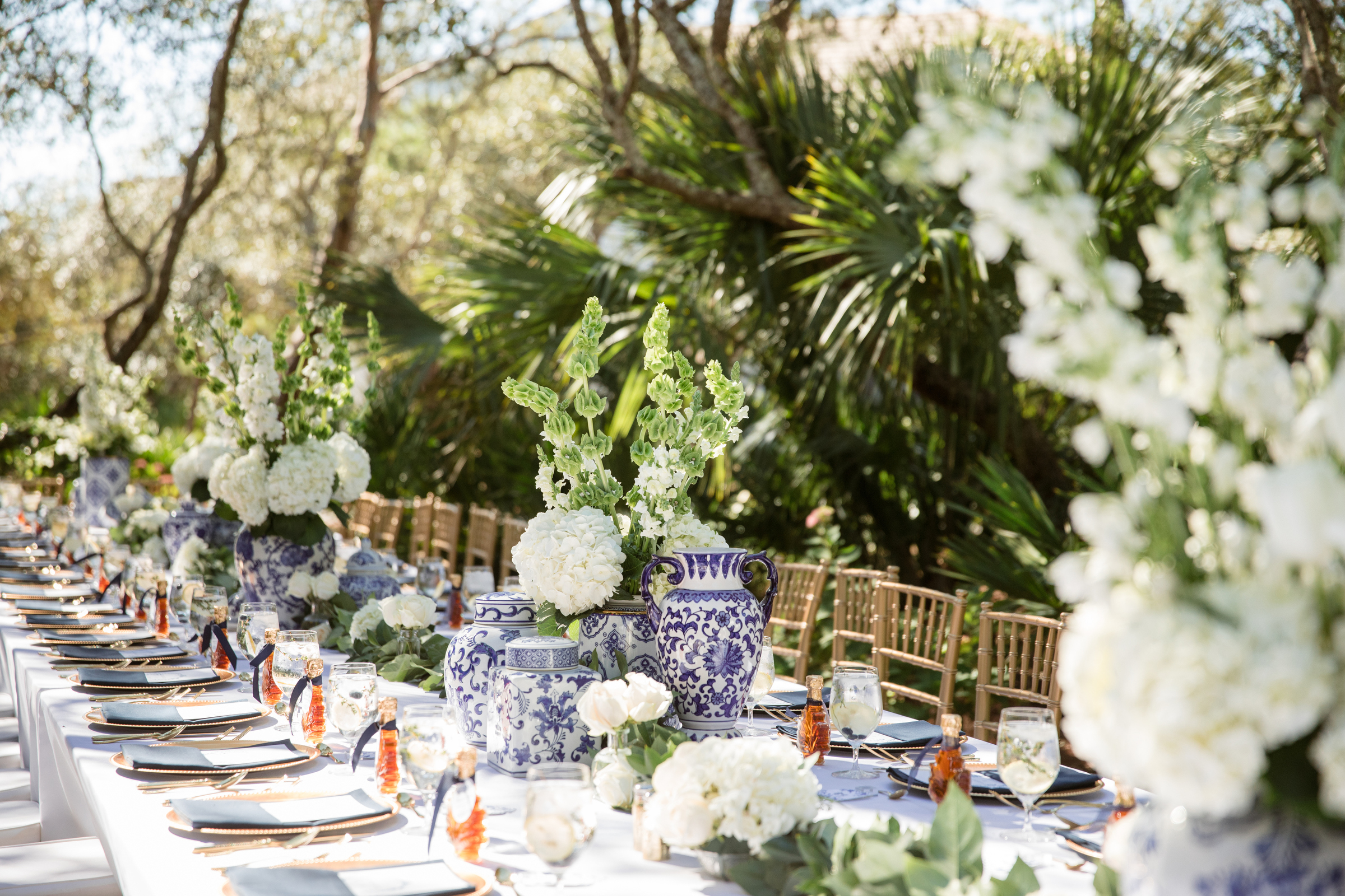 painted-blue-vases-with-gold-chivari-chairs-reception-modernmade-weddings