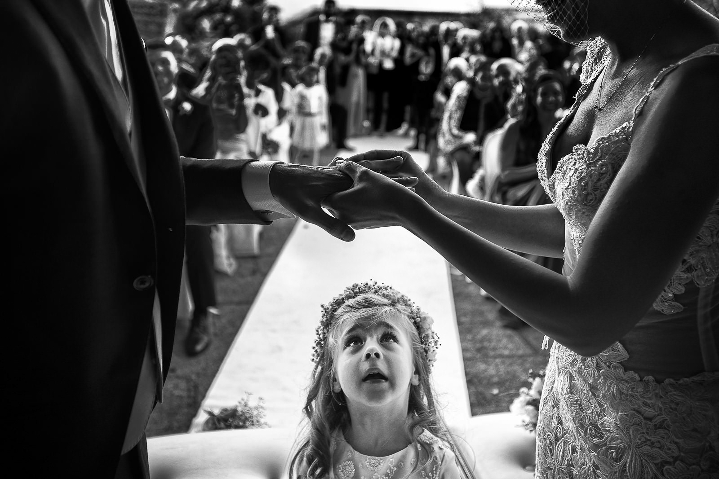 photo-of-little-girl-watching-ring-exchange-cermony-by-rino-cordella-in-puglia-italy