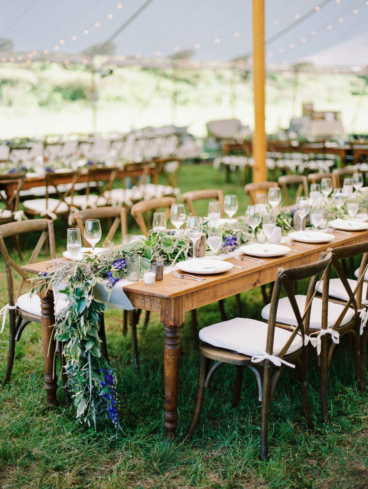 Rustic elegance reception table - photo by Benj Haisch