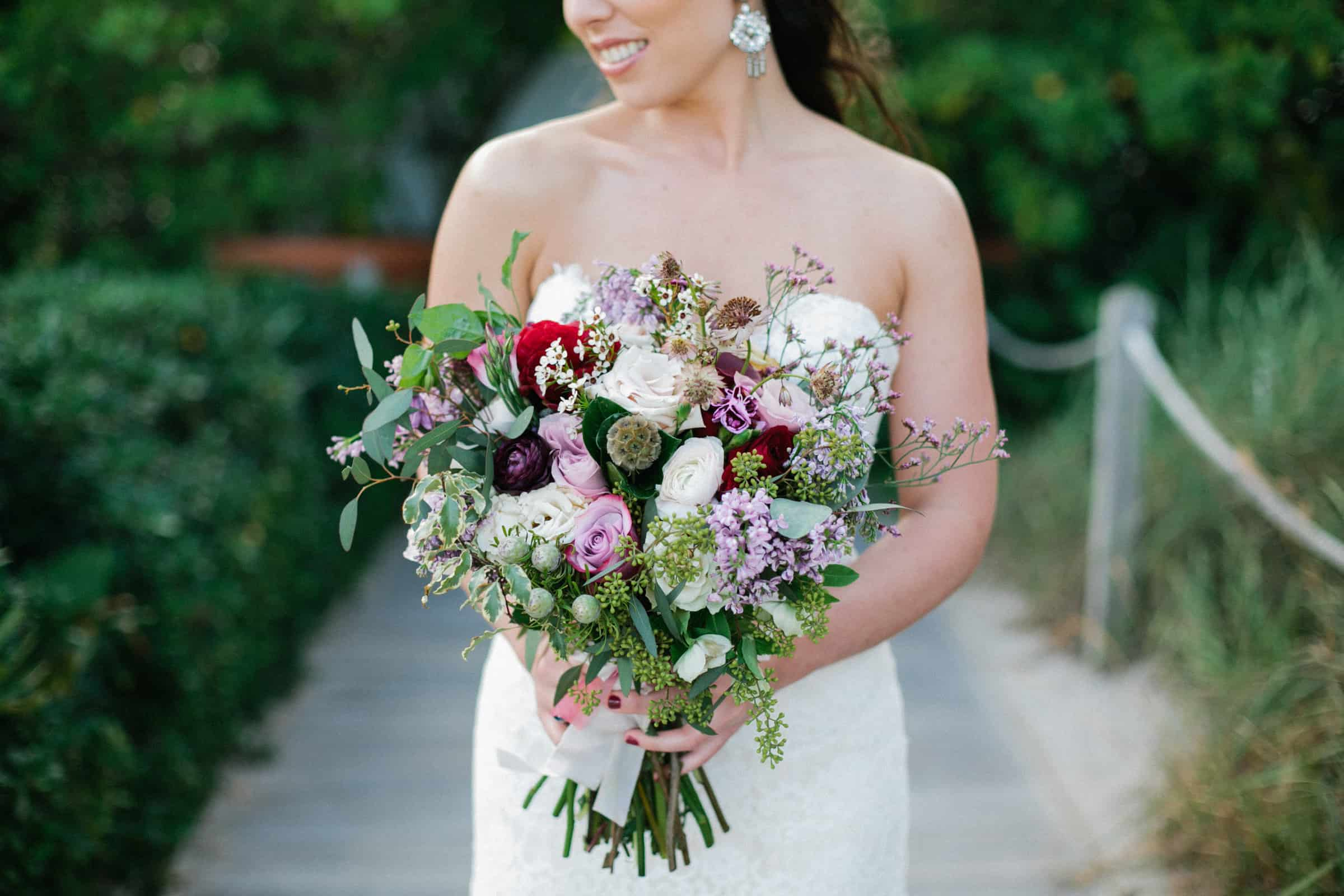 summer-flower-bouquet-with-roses-and-lilacs-carolina-guzik-photography