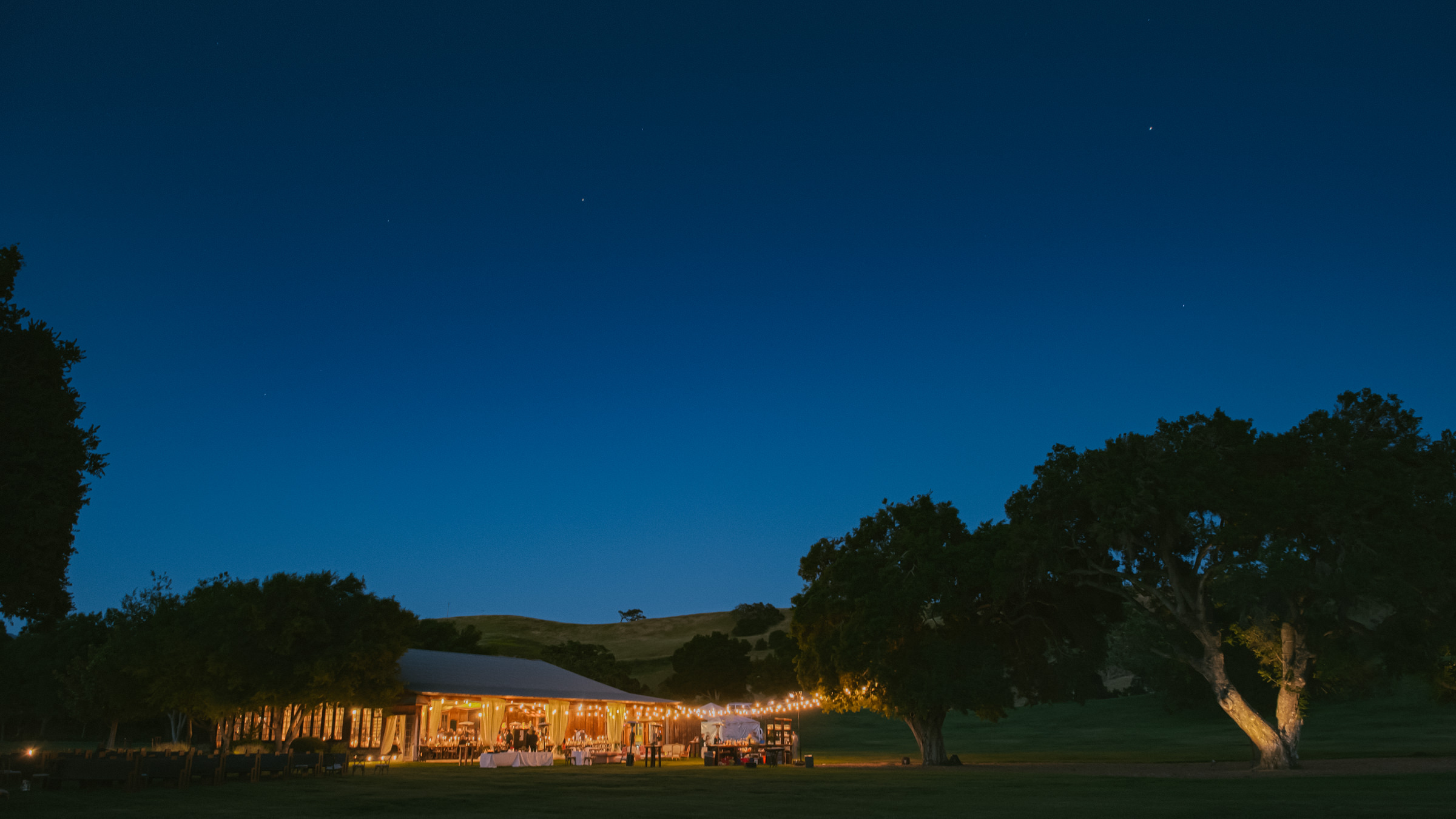 wedding-tent-lit-up-at-twilight-photo-by-amy-and-stuart-photography