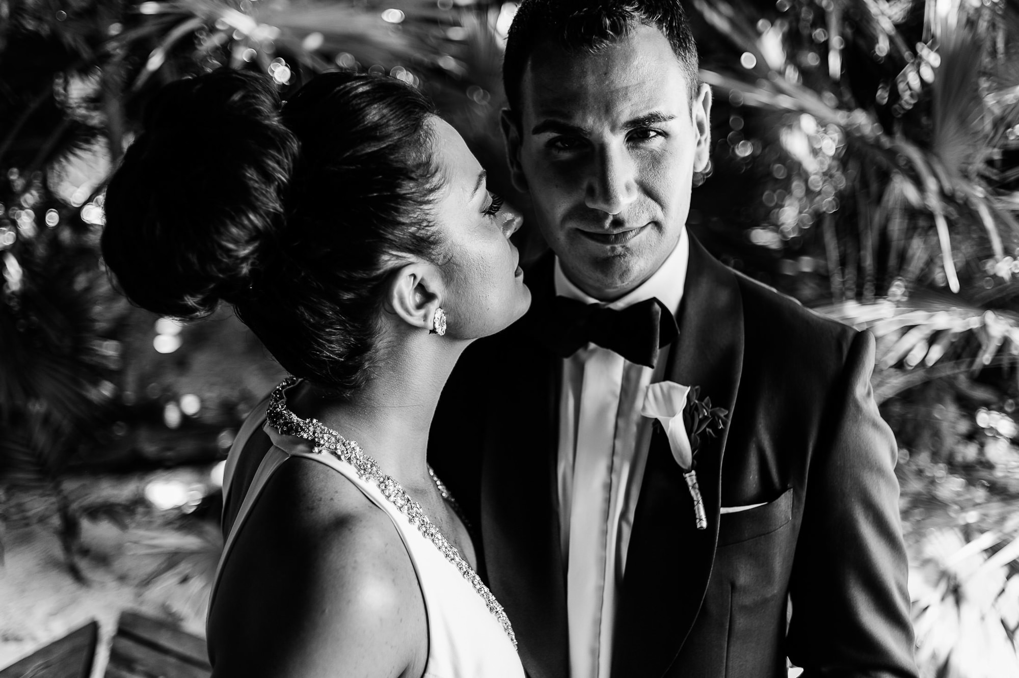 Bride and groom in gritty black and white, by Citlalli Rico
