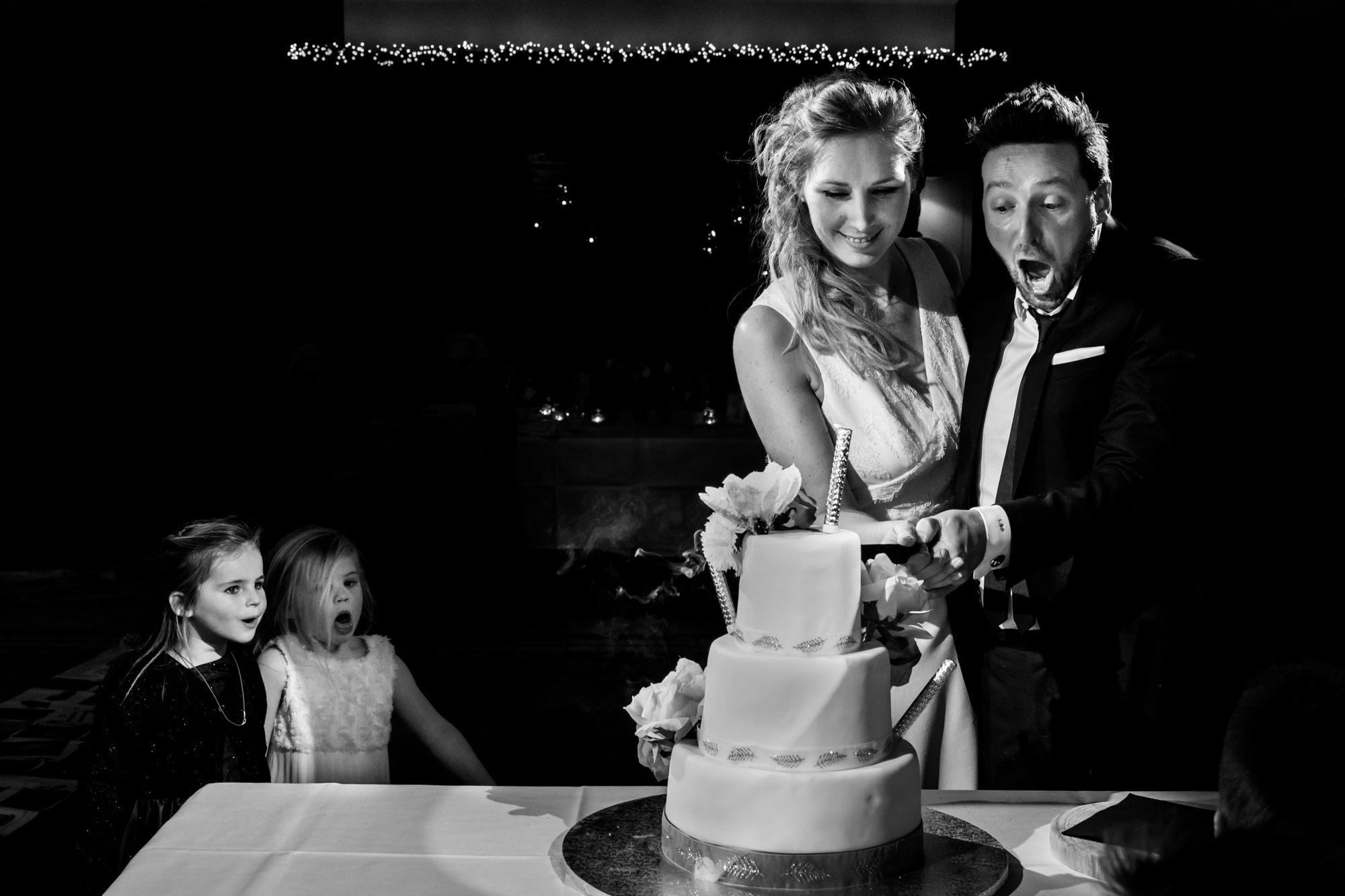 Kids marveling at cake cutting photo by Fotobelle: Isabelle Hattink