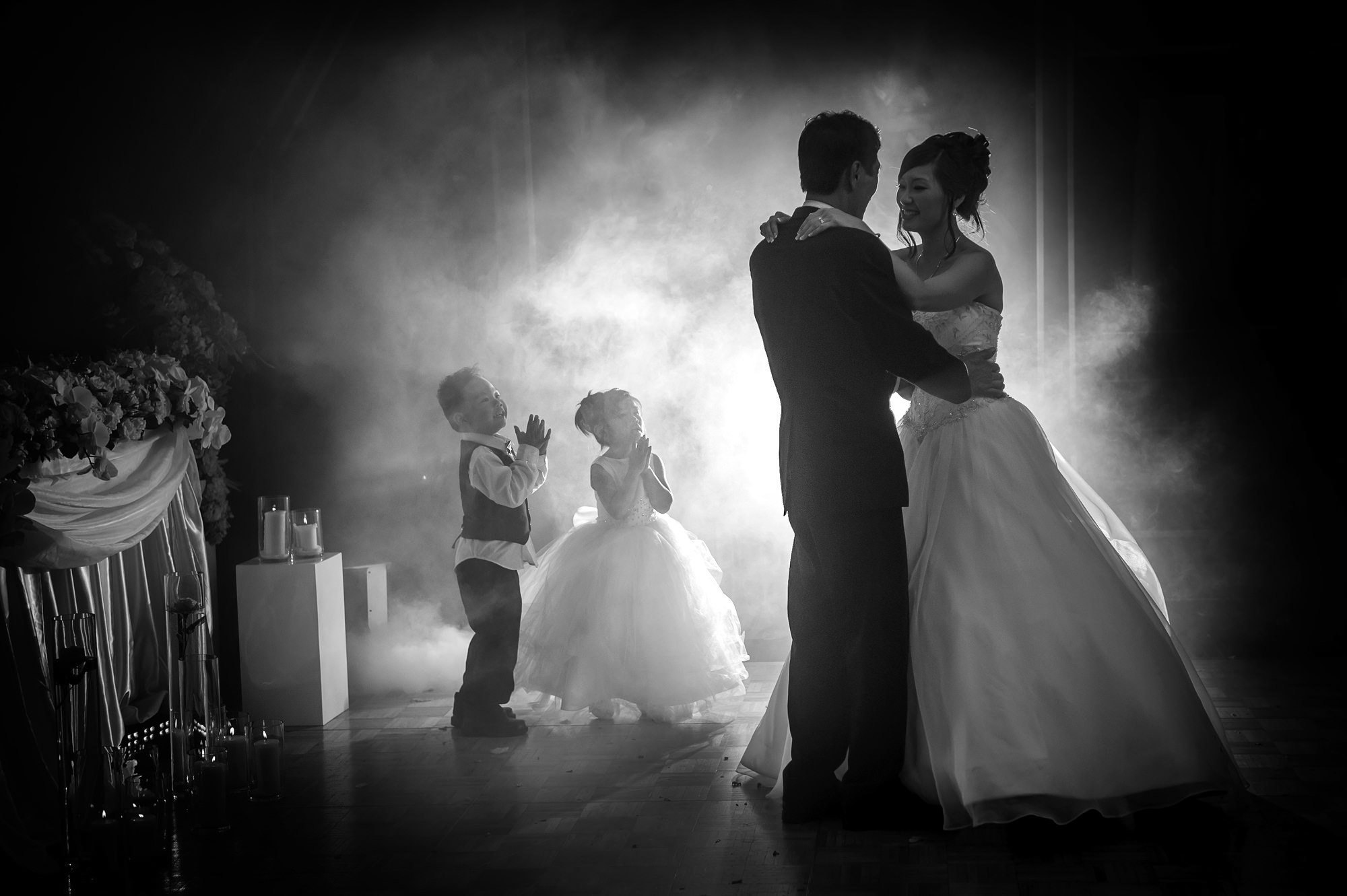 sweet kids look up at bride and groom - photo by 37 Frames - Japan