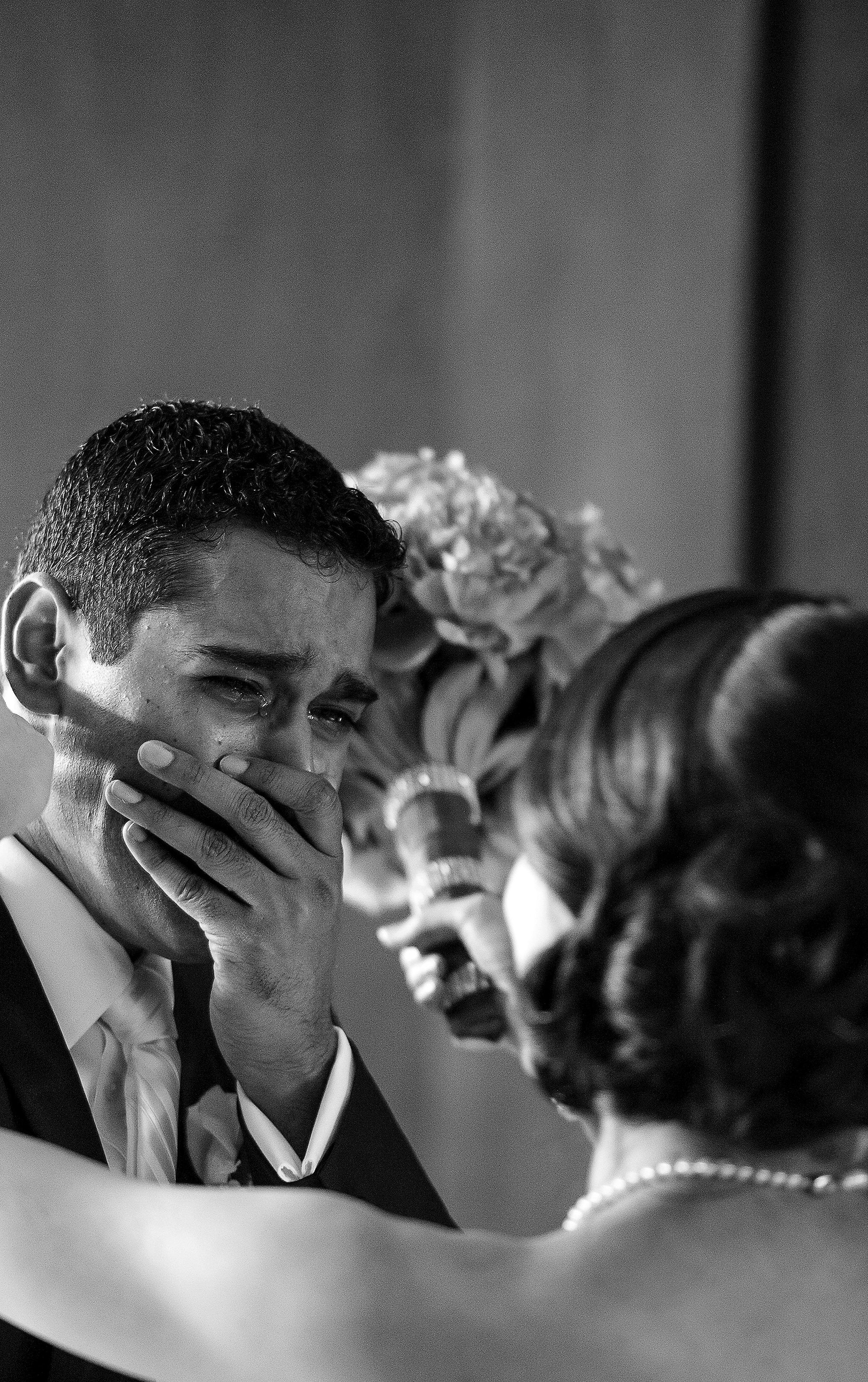 Emotional photo of groom crying seeing his bride - photo by 37 Frames -Japan