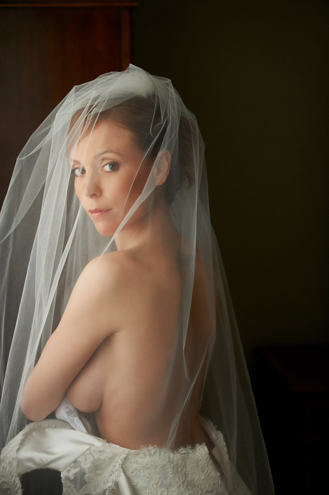Bridal boudoir getting ready - photo by Jerry Ghionis
