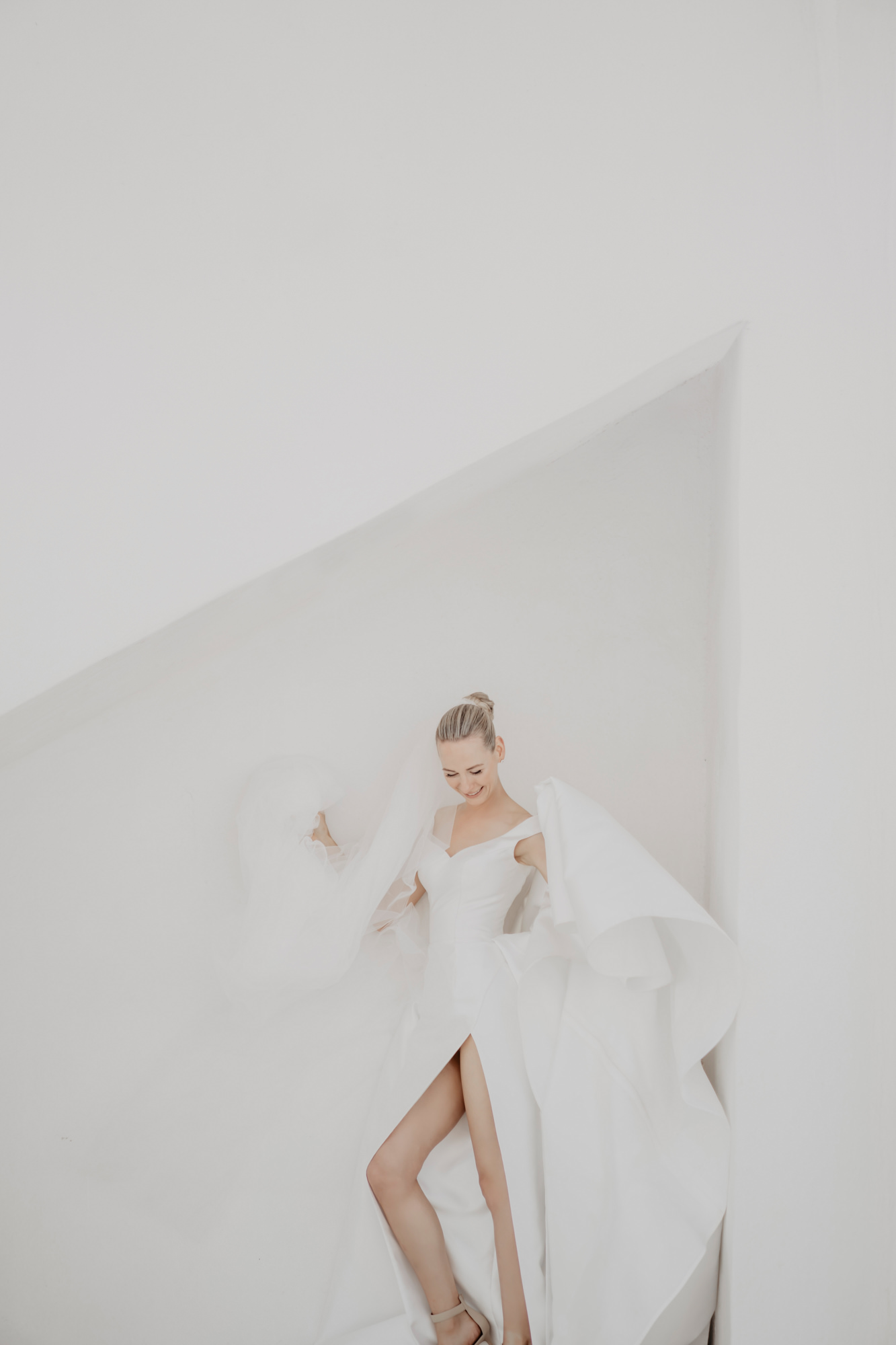 Bride in white gown with thigh high slit - photo by David Bastianoni