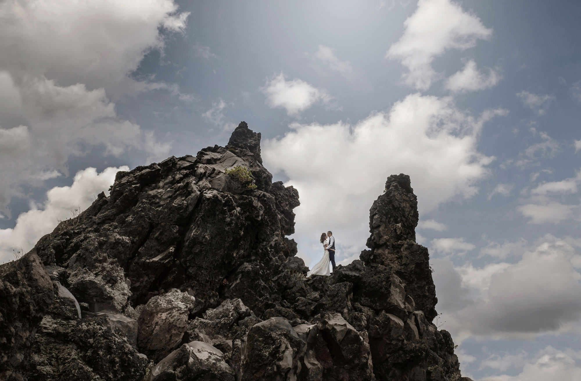 Bride and groom on rock cliffs - photo by 37 Frames - Japan