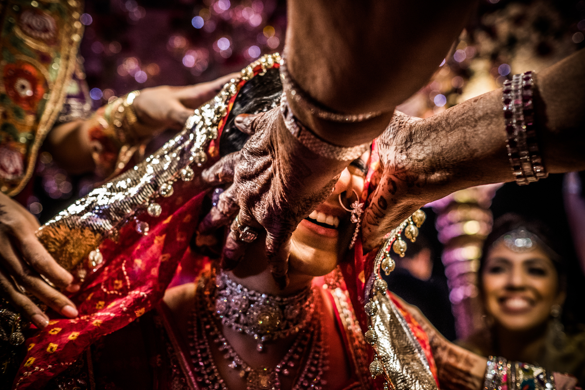 Indian bride receive belssimg during ceremomy - photo by Sephi Bergerson