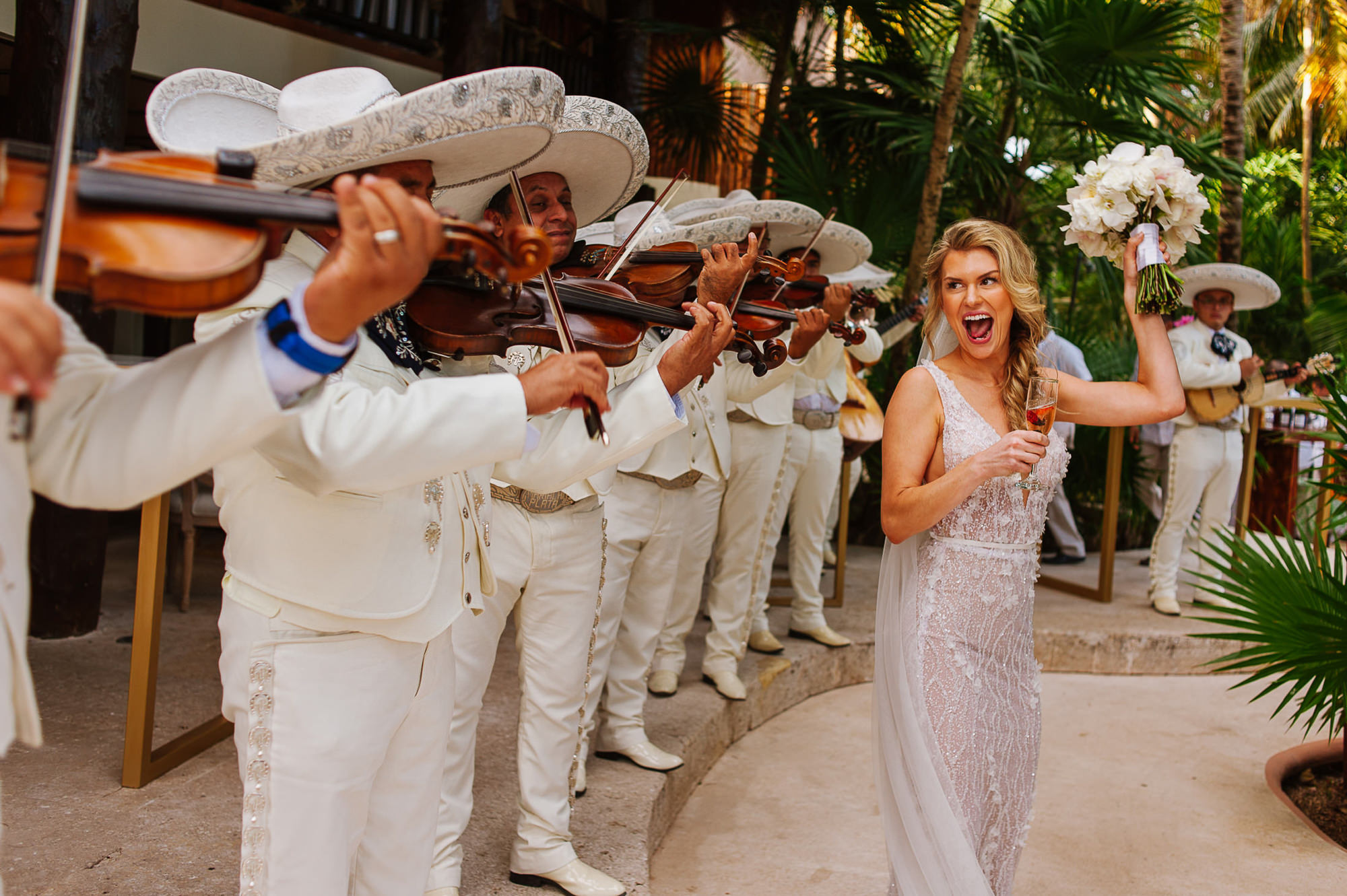 Bride dances to mariachi band, by Citlalli Rico