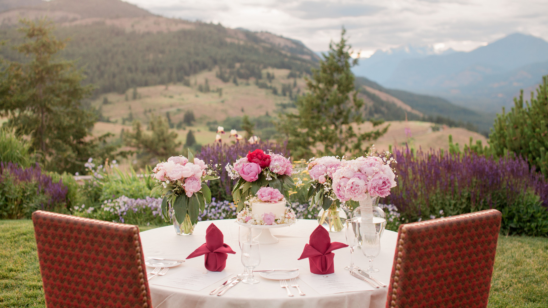 Bride and grooms dining table at Saddlerock Ranch - photo by John and Joseph - Los Angeles
