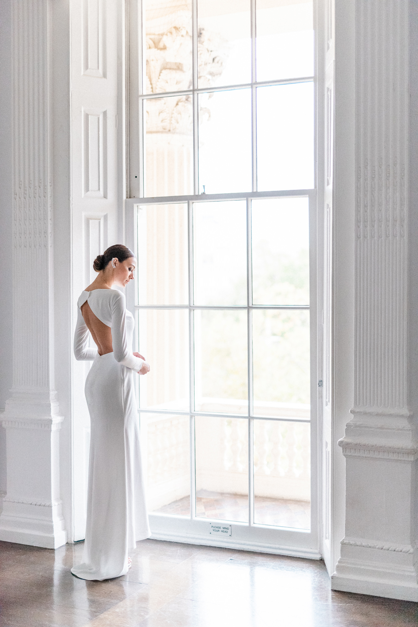 Bride in open back crepe sheath - Gianluca Adovasio Photography