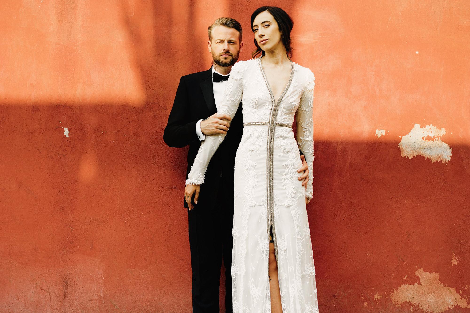 Fashionable couple portrait by Fer Juaristi