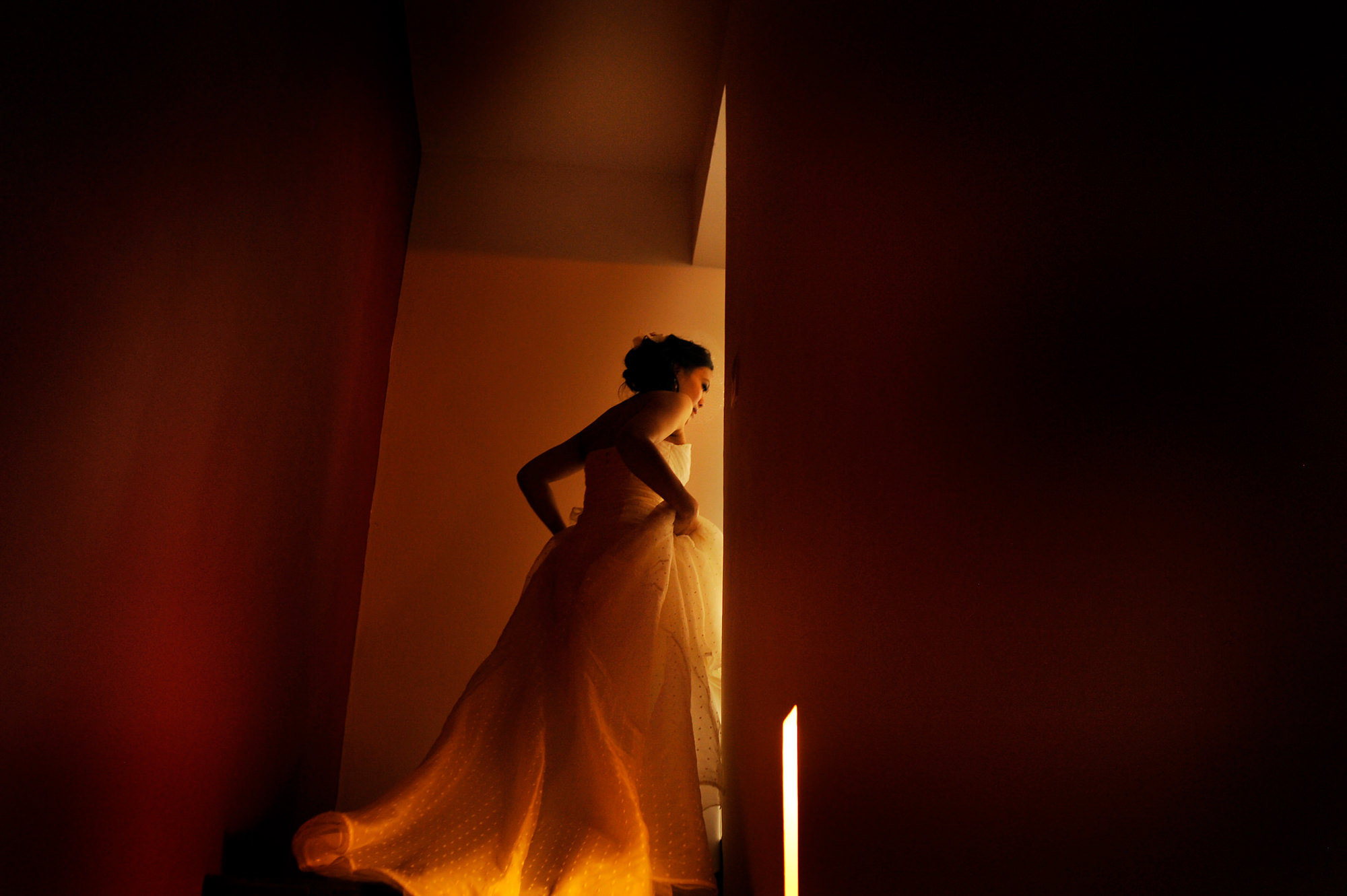 Bride turning the corner into golden light - Daniel Aguilar Photographer