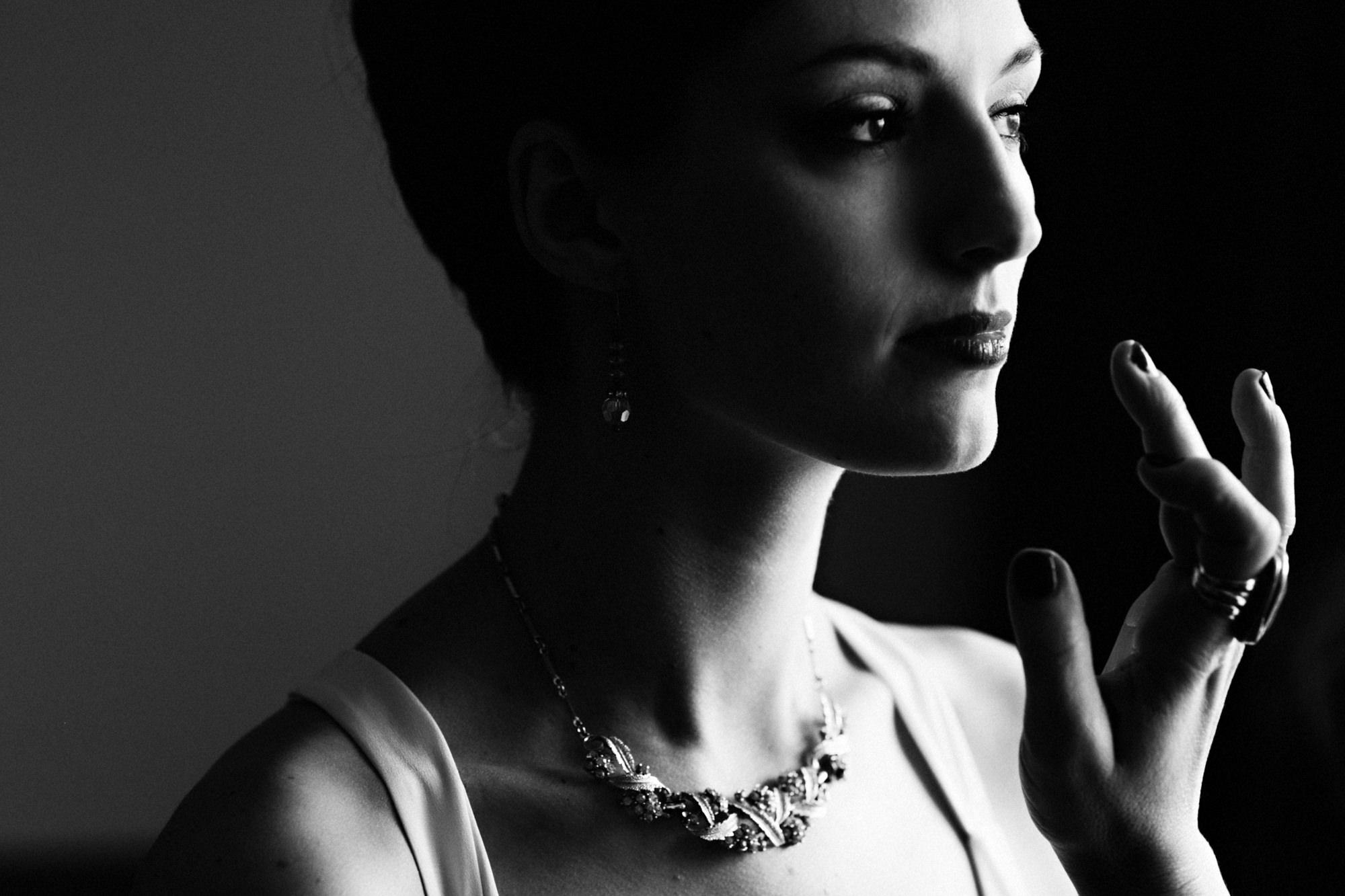 Bride smooths lipsick - PhotoJJ