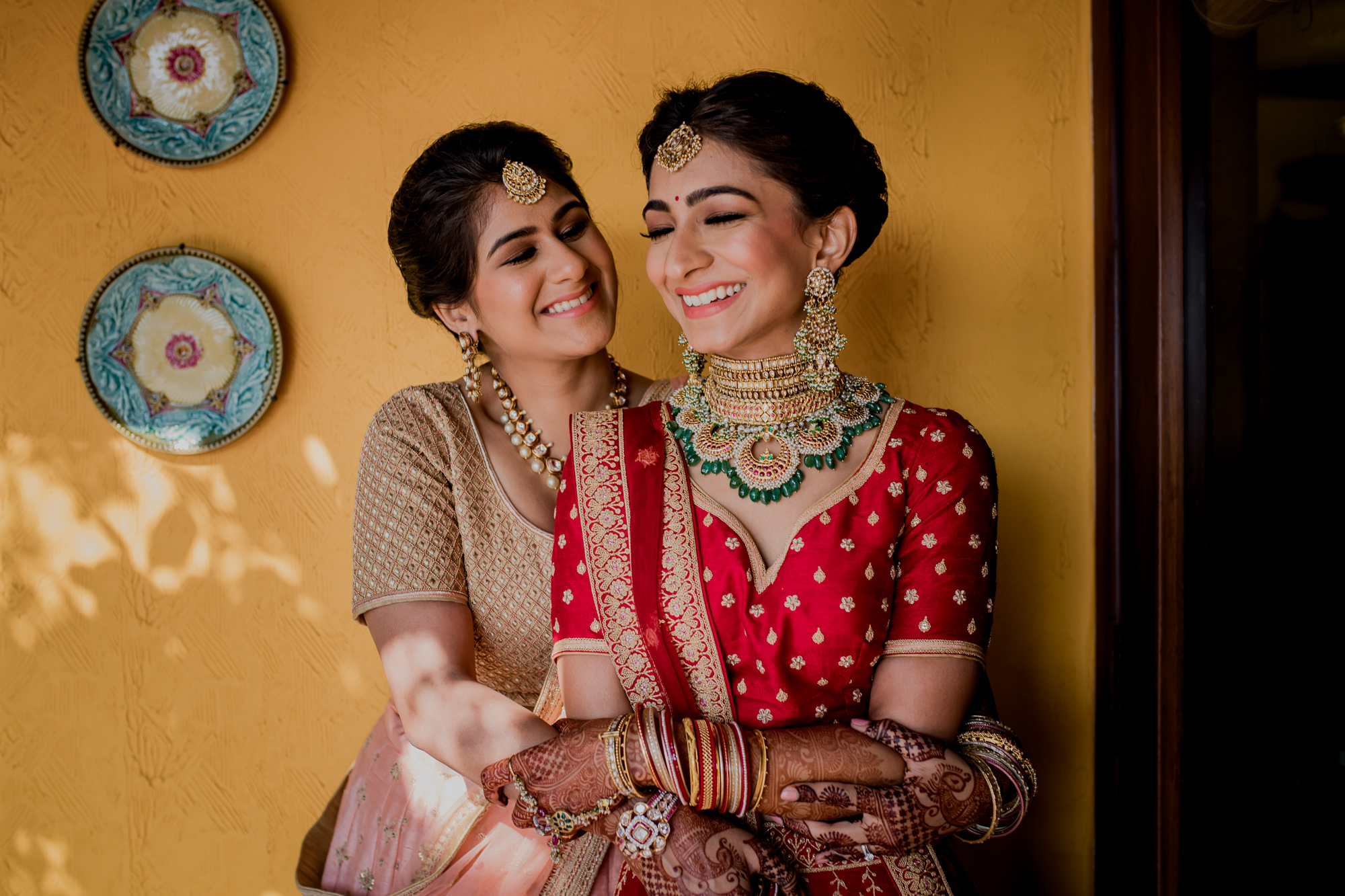 Bride with tikka with her mother - photo by RImi Sen Photography