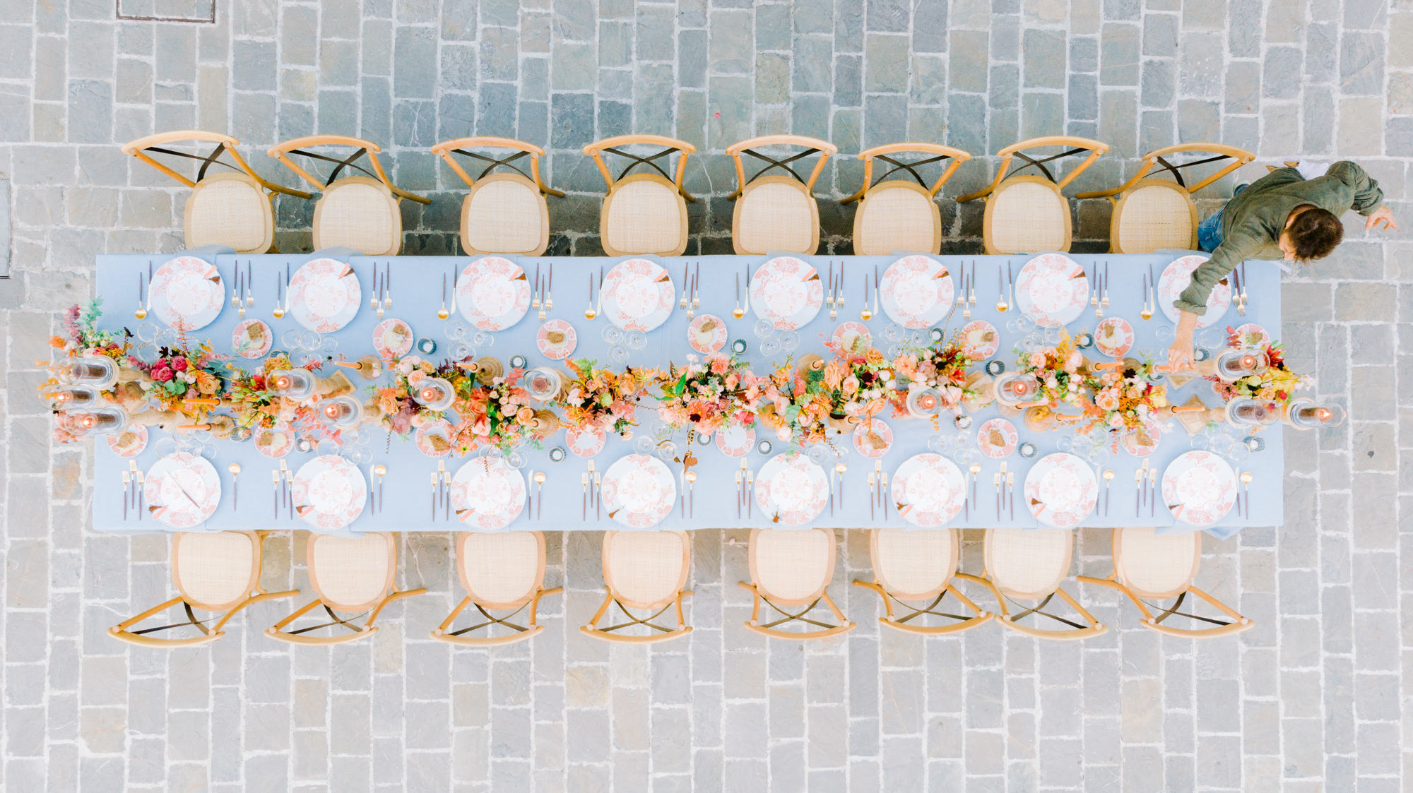 Elegant blue reception table with opera chairs and summer centerpieces - Gianluca Adovasio Photography