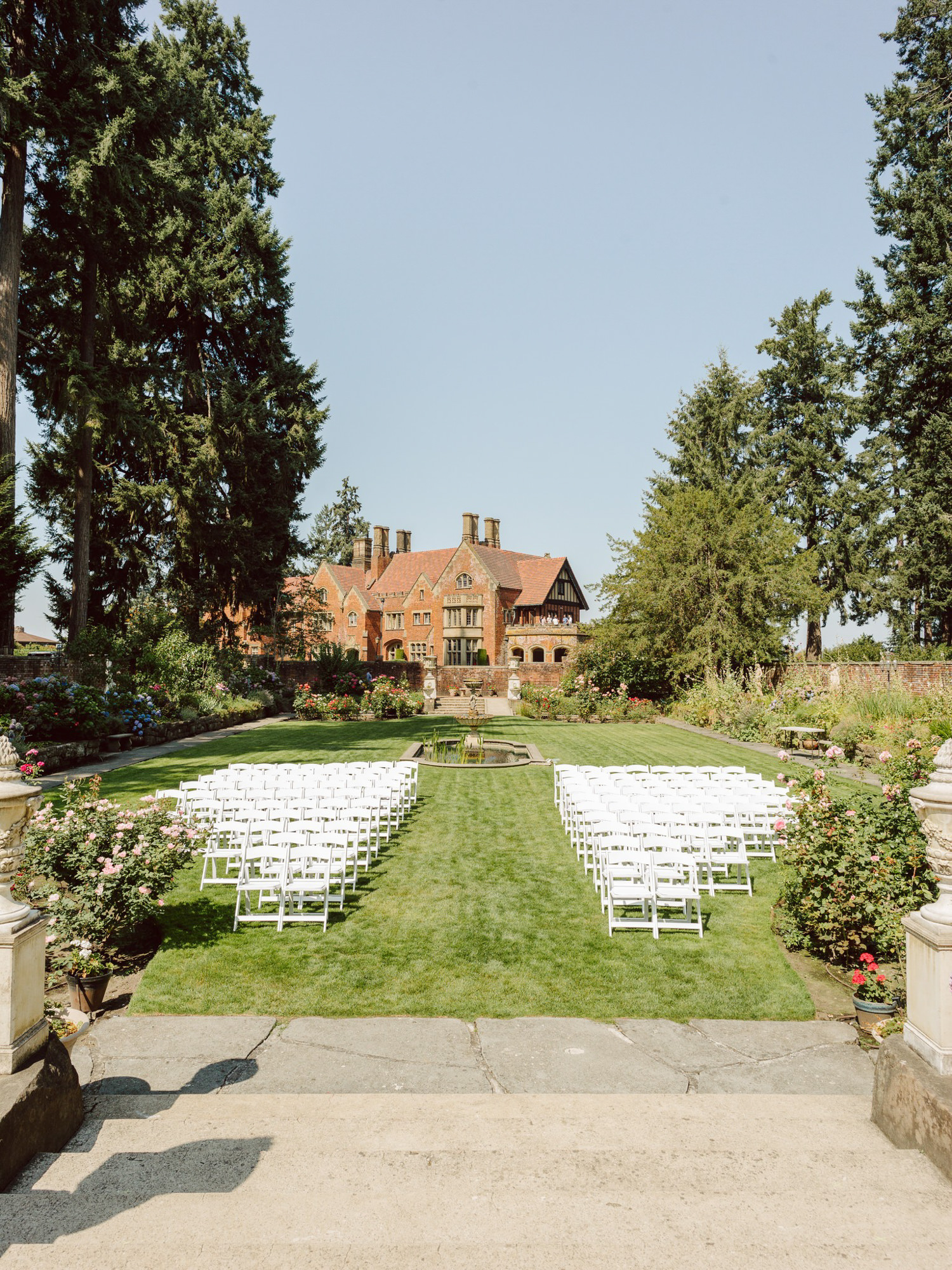 Ceremony decor at Thornewood Castle in Lakewood, photo by Benj Haisch