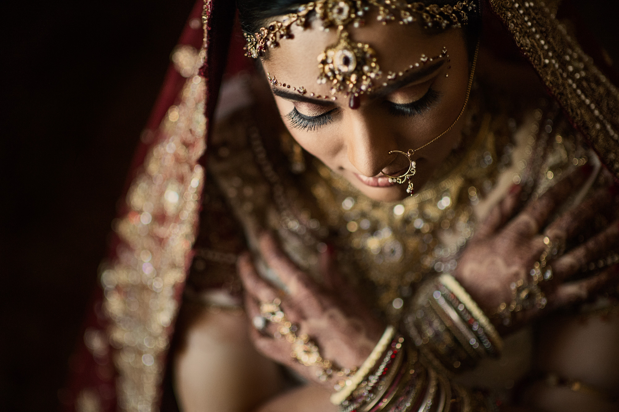 Indian bride with golden tika and jewelry - photo by Cliff Mautner