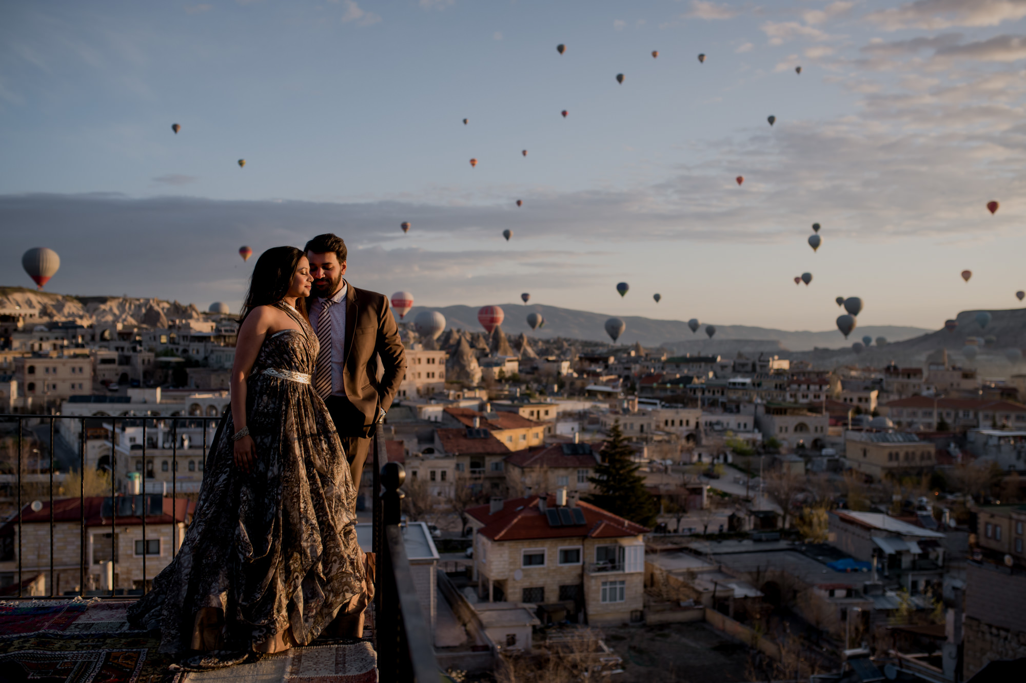 Indian couple at hot air balloon festival - photo by Rimi Sen Photographers