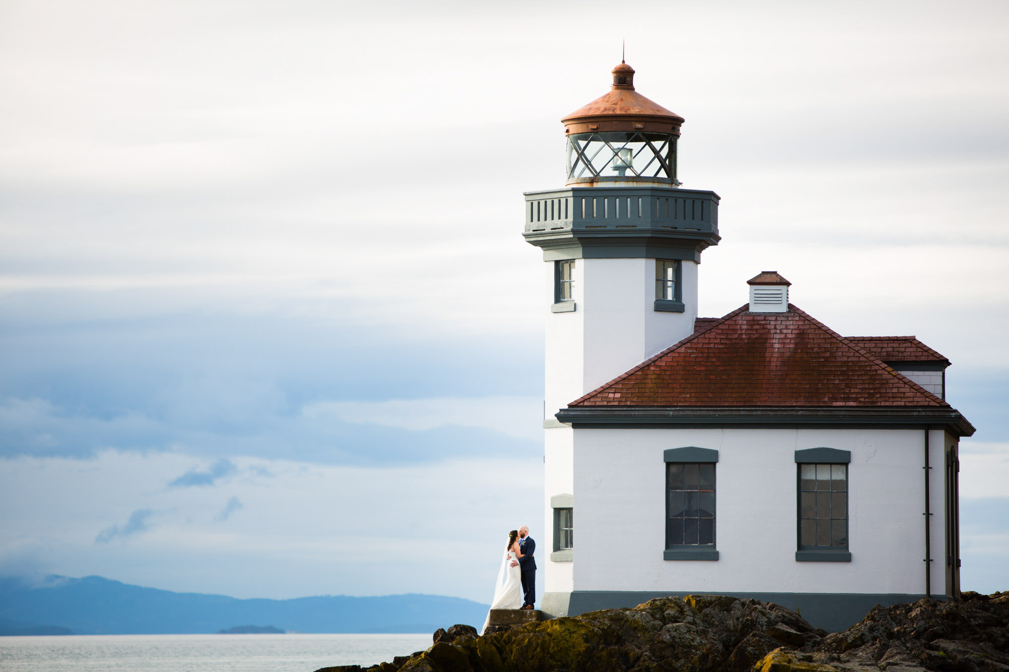 San Juan Island lighthouse with couple kissing - La Vie Photography