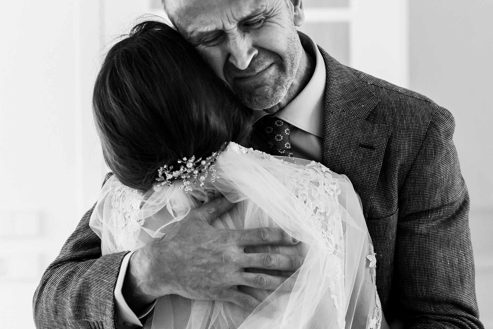 Father embracing bride photo by Fotobelle: Isabelle Hattink